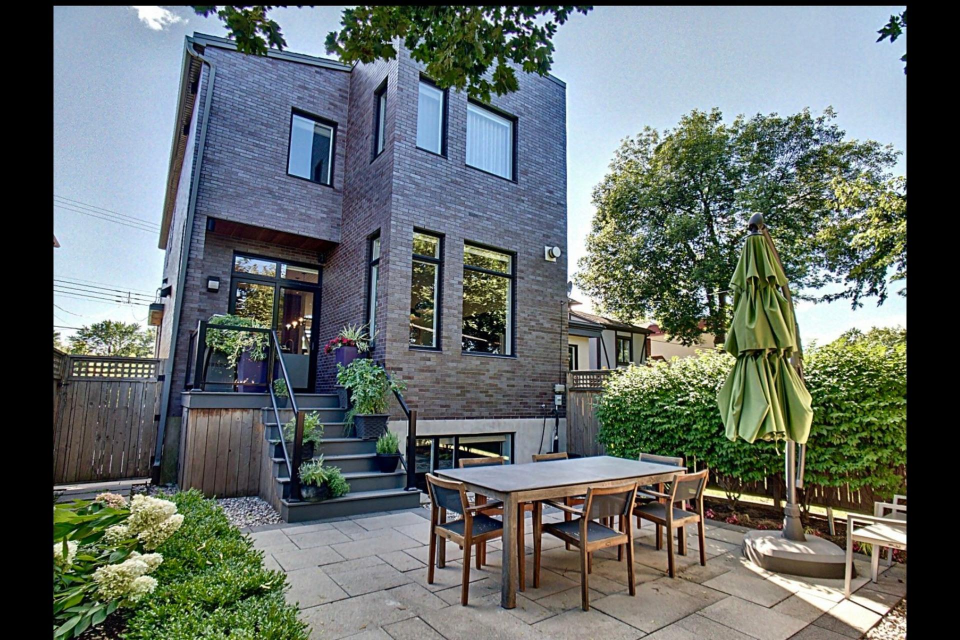 image 1 - House For sale Montréal Côte-des-Neiges/Notre-Dame-de-Grâce  - 9 rooms