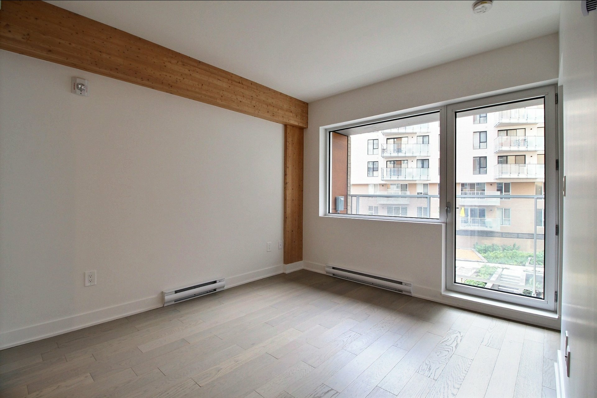 image 4 - Appartement À louer Montréal Le Sud-Ouest  - 4 pièces