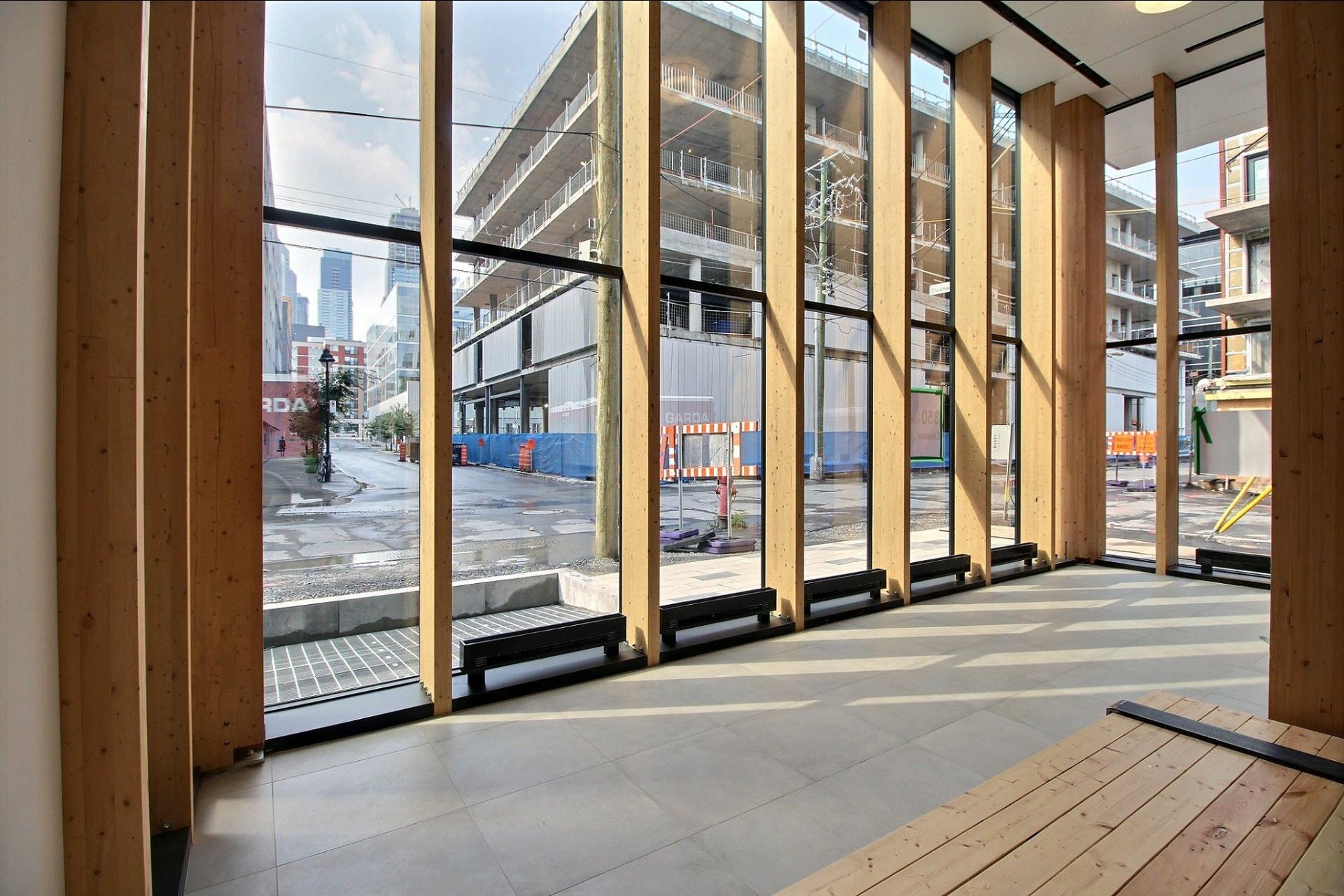 image 2 - Appartement À louer Montréal Le Sud-Ouest  - 4 pièces