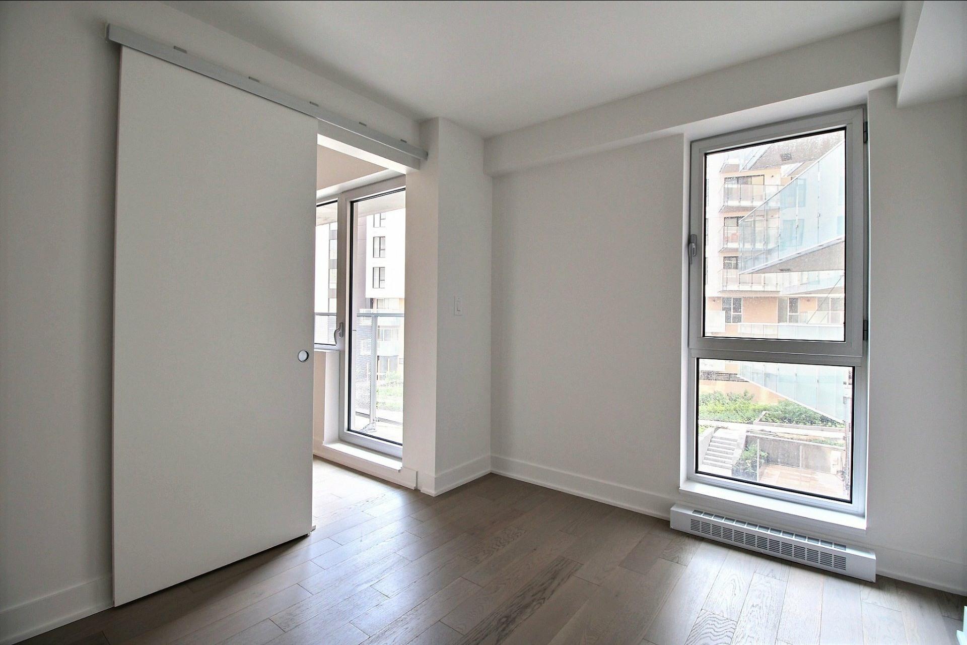 image 7 - Appartement À louer Montréal Le Sud-Ouest  - 4 pièces