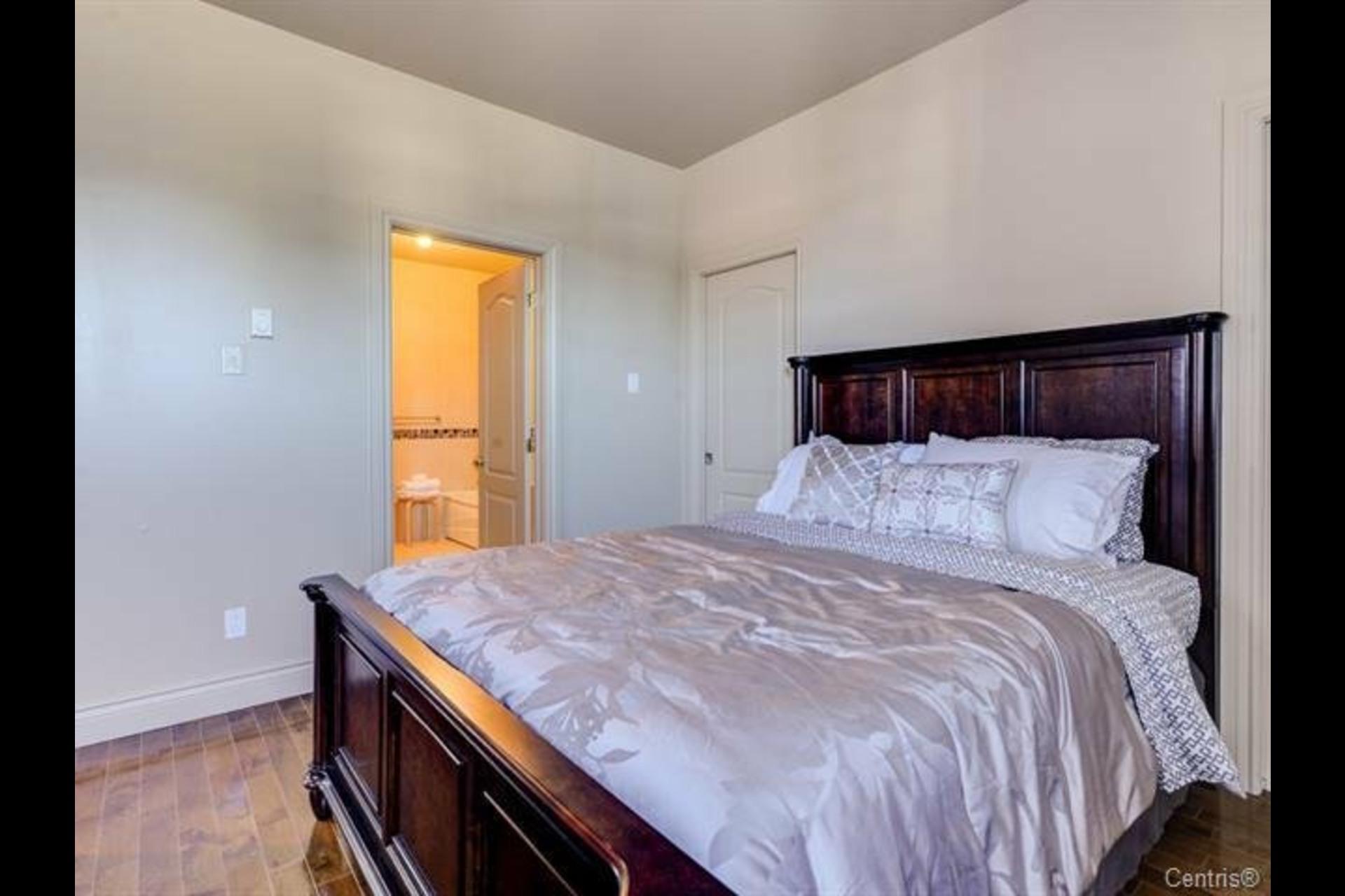 image 17 - Appartement À vendre Montréal Côte-des-Neiges/Notre-Dame-de-Grâce  - 7 pièces