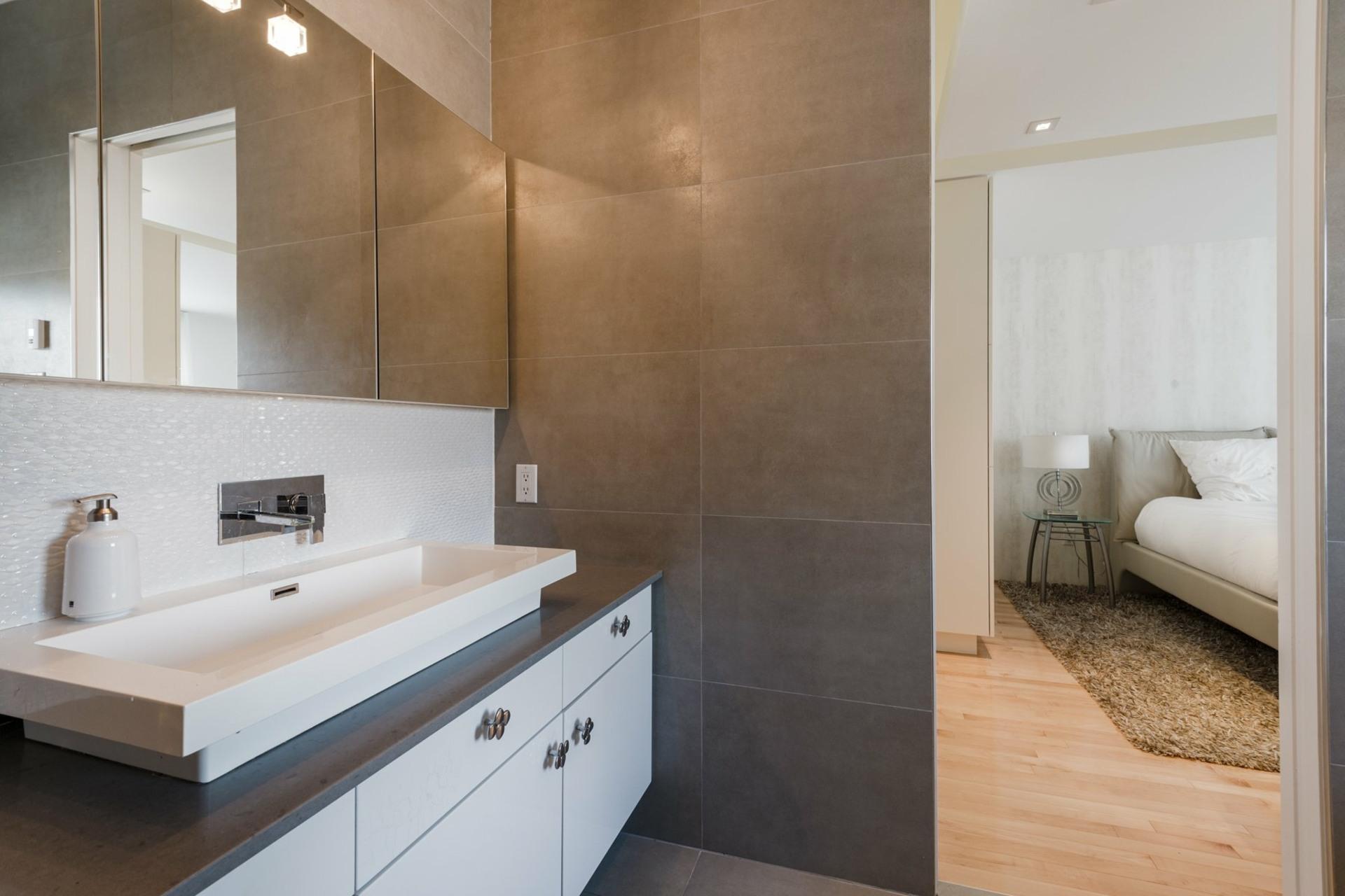 image 23 - House For sale Montréal Côte-des-Neiges/Notre-Dame-de-Grâce  - 9 rooms
