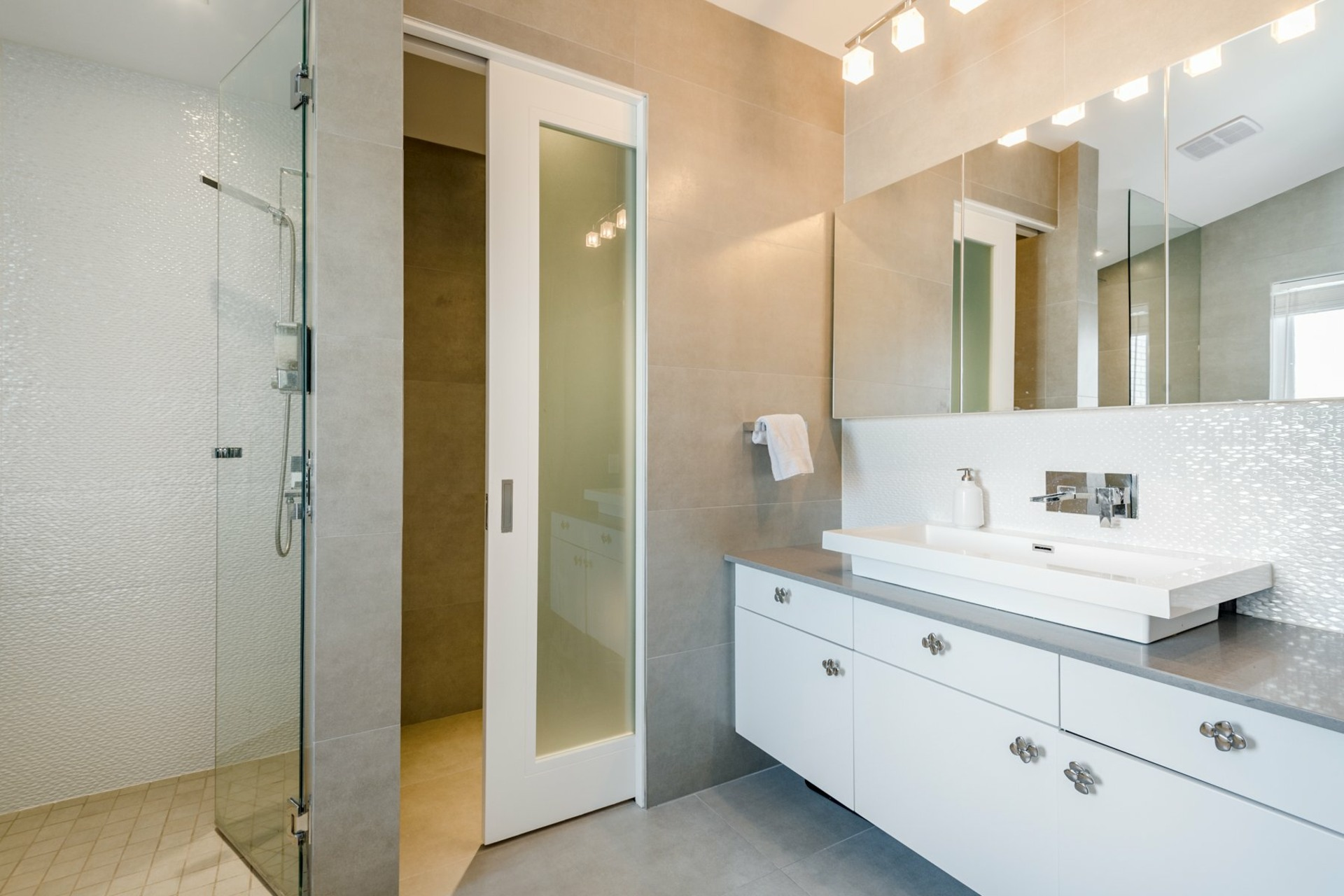 image 24 - House For sale Montréal Côte-des-Neiges/Notre-Dame-de-Grâce  - 9 rooms