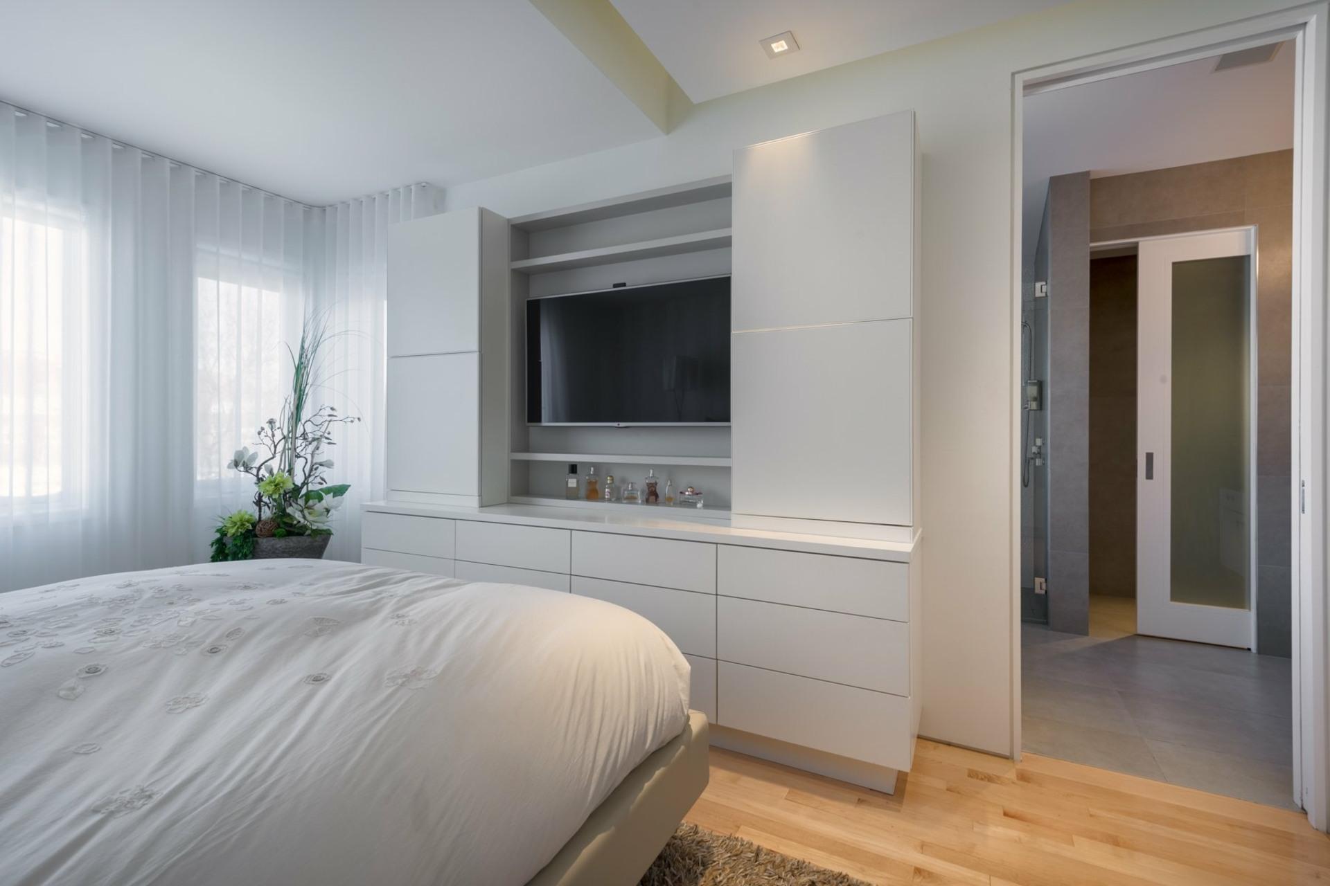 image 22 - House For sale Montréal Côte-des-Neiges/Notre-Dame-de-Grâce  - 9 rooms