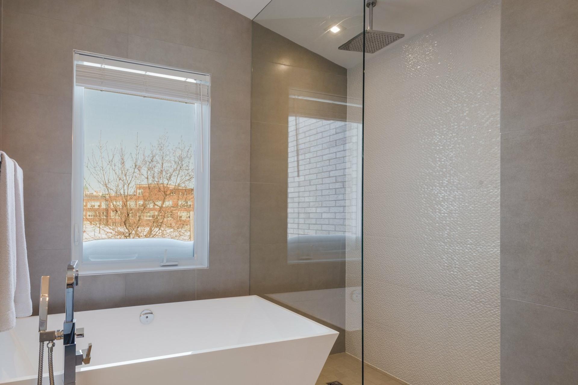image 25 - House For sale Montréal Côte-des-Neiges/Notre-Dame-de-Grâce  - 9 rooms