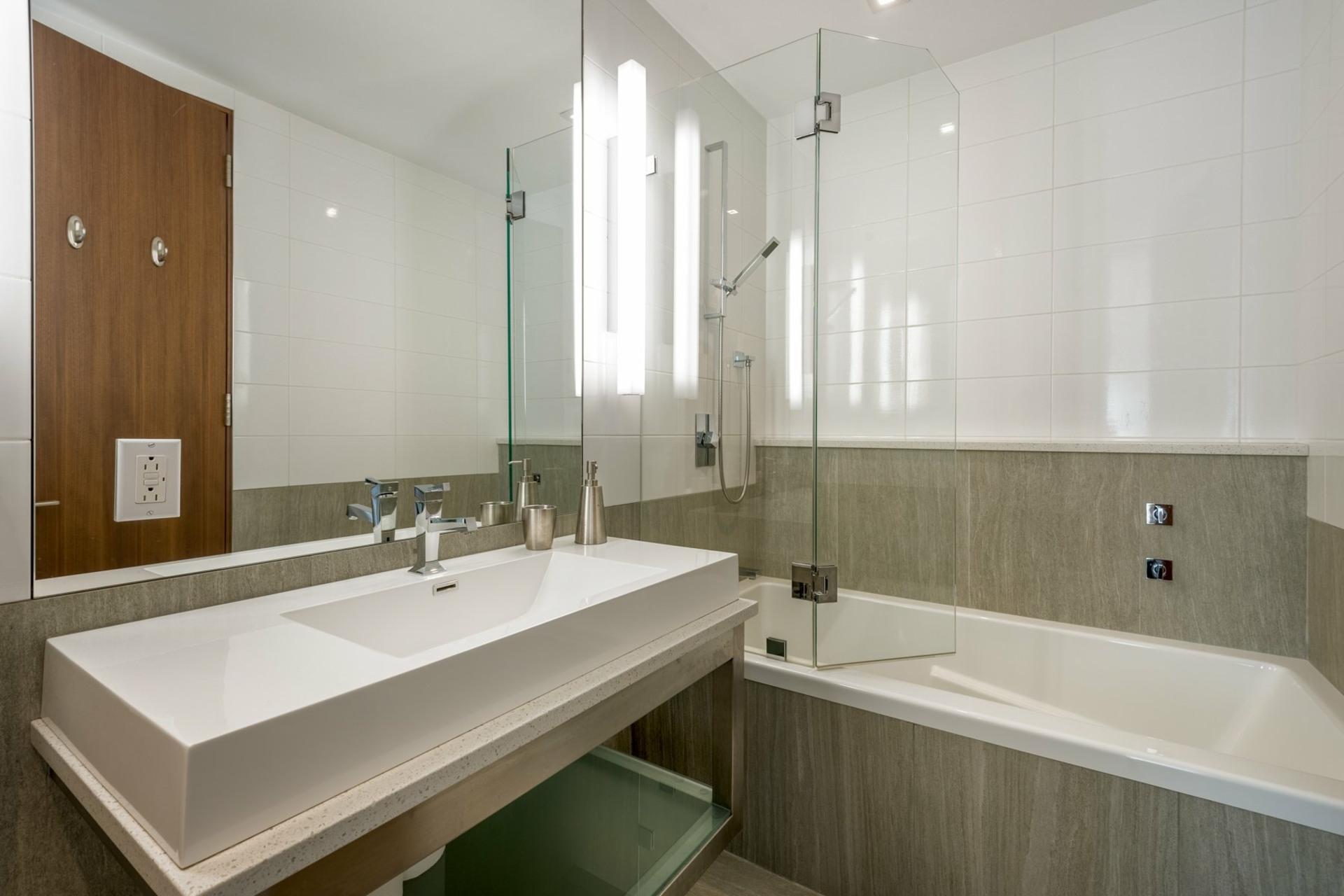 image 20 - House For sale Montréal Côte-des-Neiges/Notre-Dame-de-Grâce  - 9 rooms