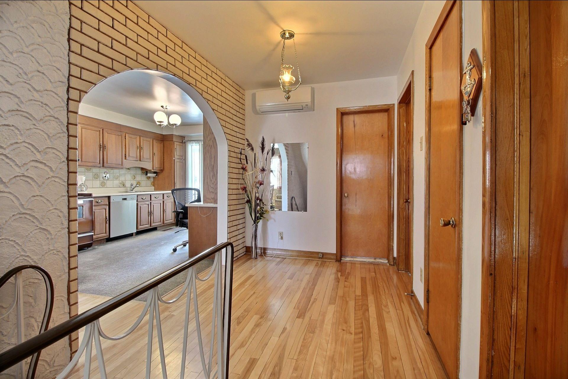 image 1 - Duplex For sale Montréal Rivière-des-Prairies/Pointe-aux-Trembles  - 6 rooms