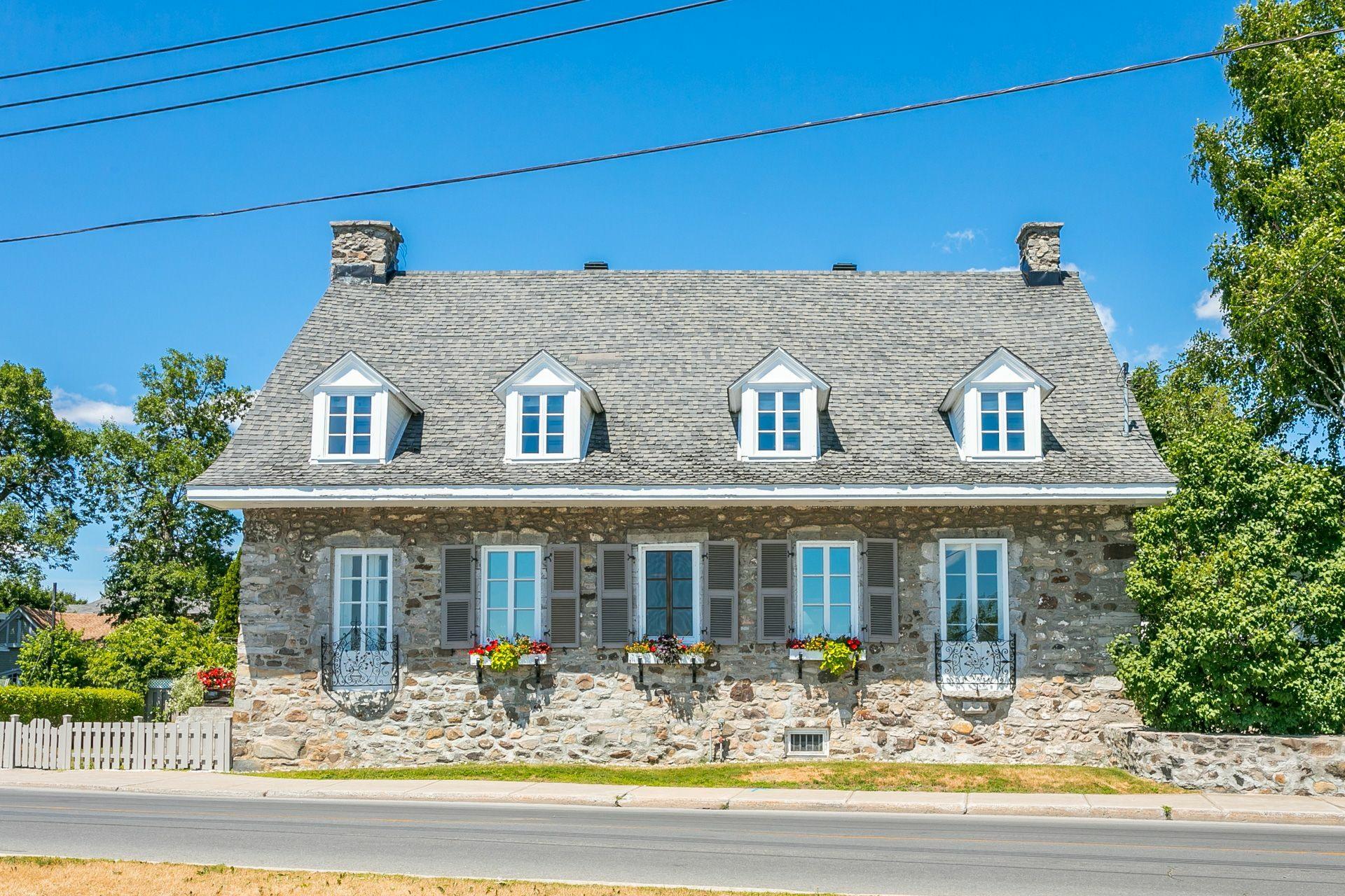 image 1 - House For sale Montréal Lachine  - 12 rooms