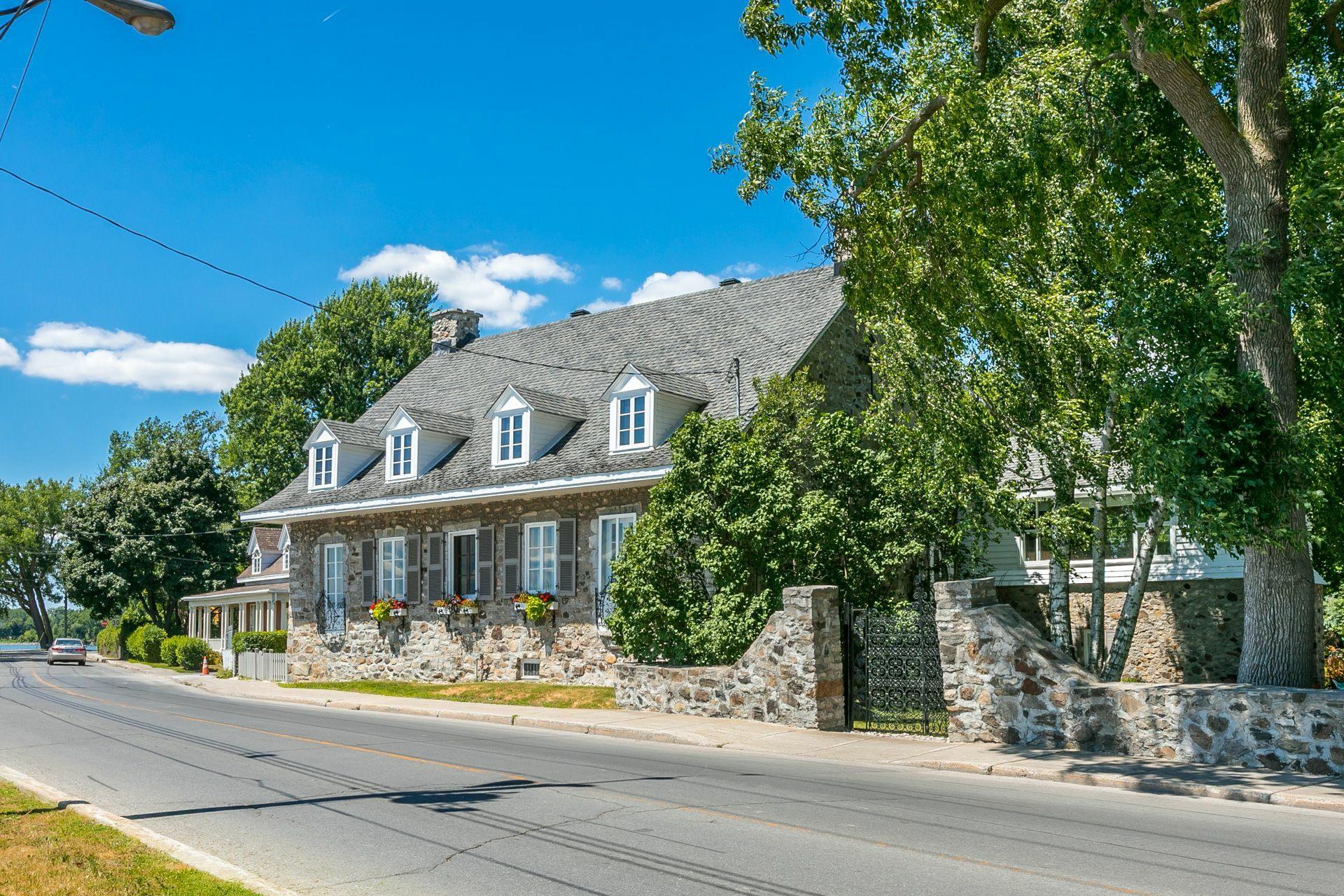image 2 - House For sale Montréal Lachine  - 12 rooms