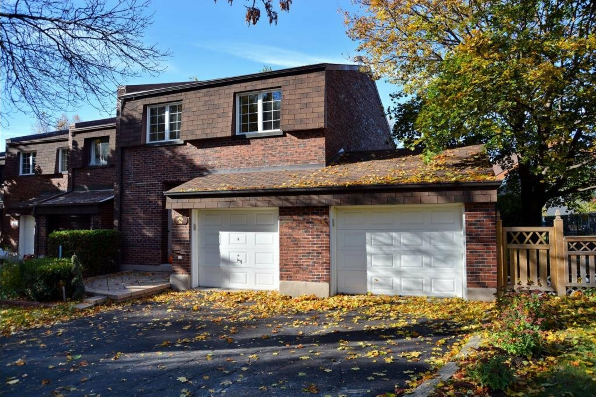 image 1 - House For sale Pointe-Claire - 8 rooms