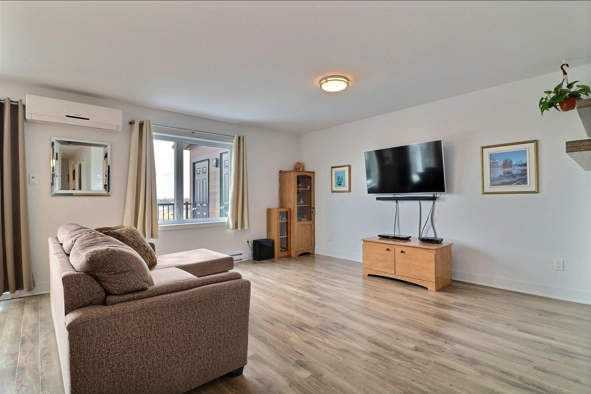 image 6 - Appartement À vendre Sainte-Marthe-sur-le-Lac - 10 pièces