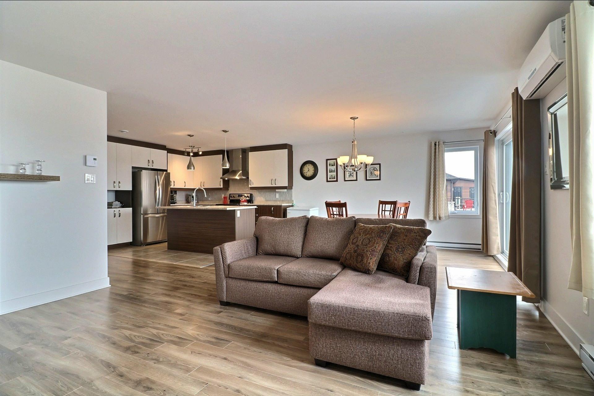 image 8 - Appartement À vendre Sainte-Marthe-sur-le-Lac - 10 pièces