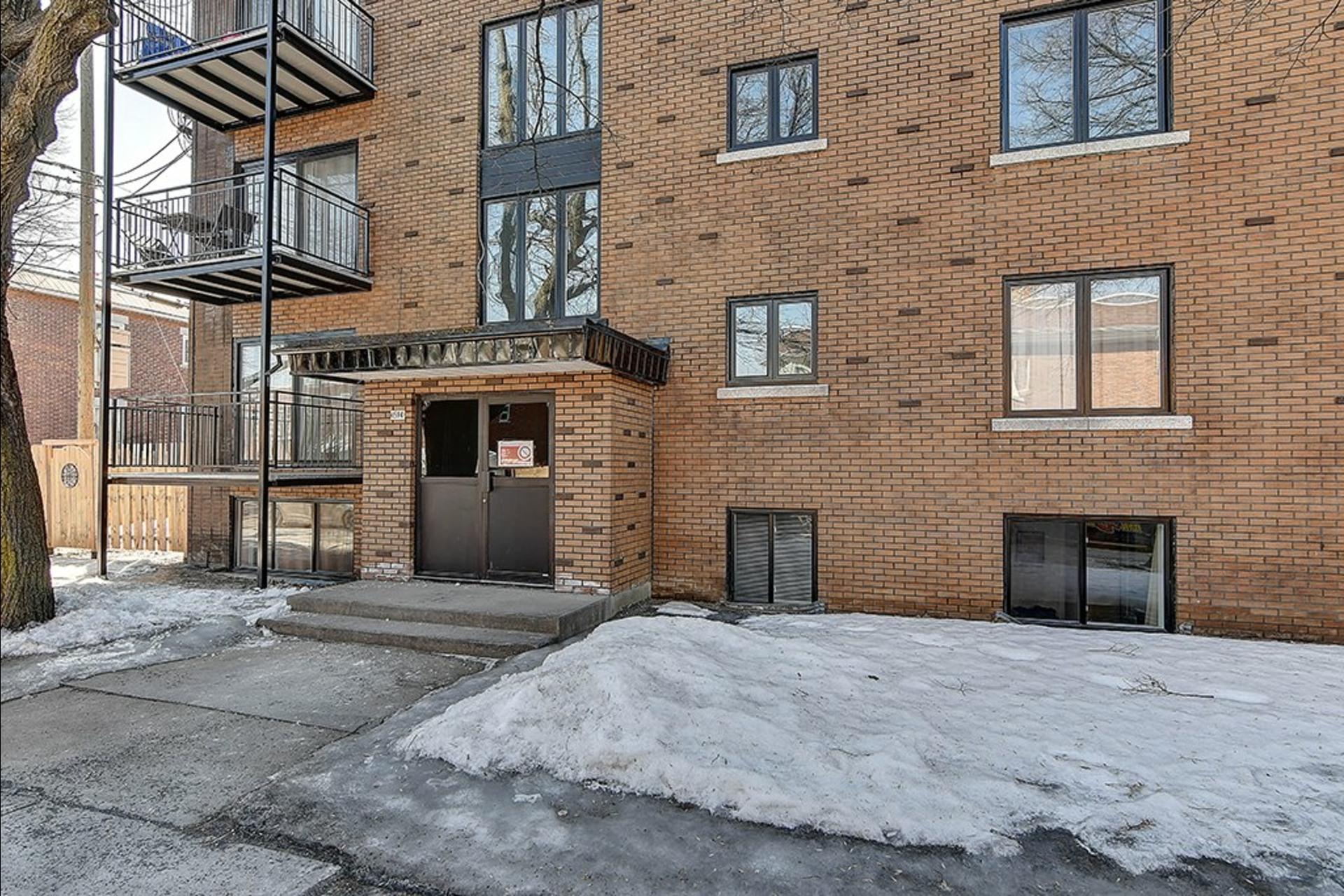 image 2 - Immeuble à revenus À vendre Montréal Le Sud-Ouest  - 4 pièces