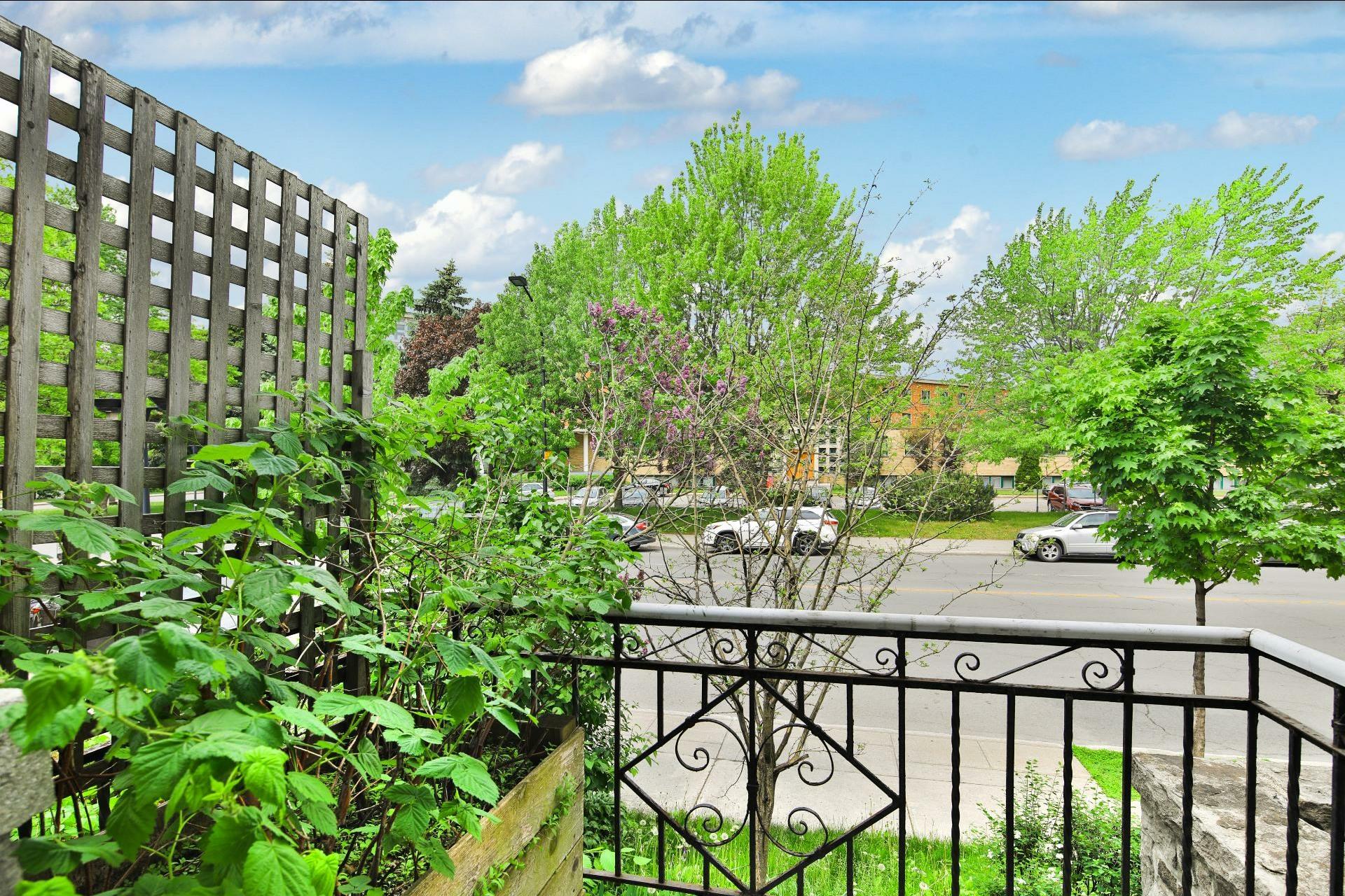 image 13 - Appartement À louer Montréal Côte-des-Neiges/Notre-Dame-de-Grâce  - 8 pièces