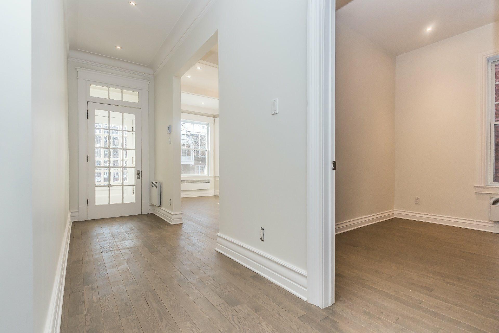 image 2 - Appartement À vendre Montréal Côte-des-Neiges/Notre-Dame-de-Grâce  - 9 pièces