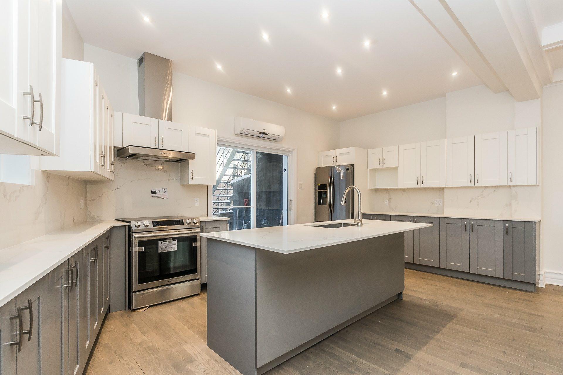 image 1 - Appartement À vendre Montréal Côte-des-Neiges/Notre-Dame-de-Grâce  - 9 pièces