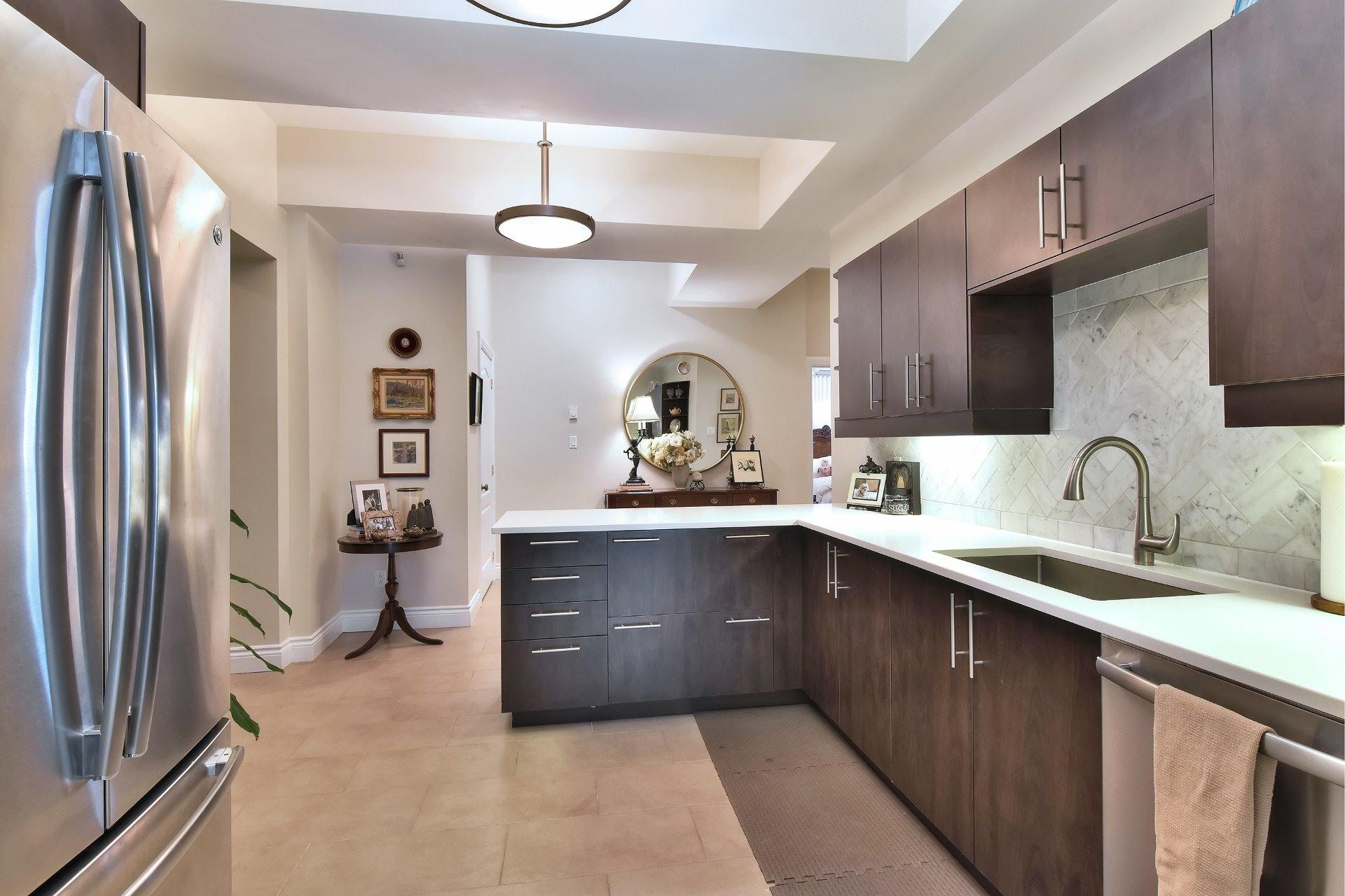 image 15 - Apartment For sale Montréal Côte-des-Neiges/Notre-Dame-de-Grâce  - 5 rooms