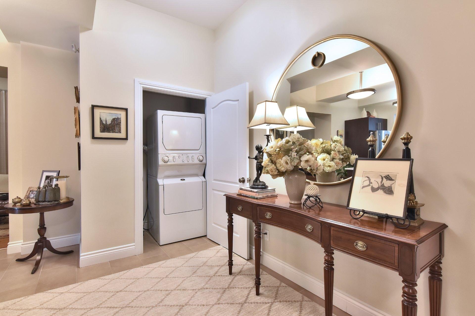 image 2 - Apartment For sale Montréal Côte-des-Neiges/Notre-Dame-de-Grâce  - 5 rooms