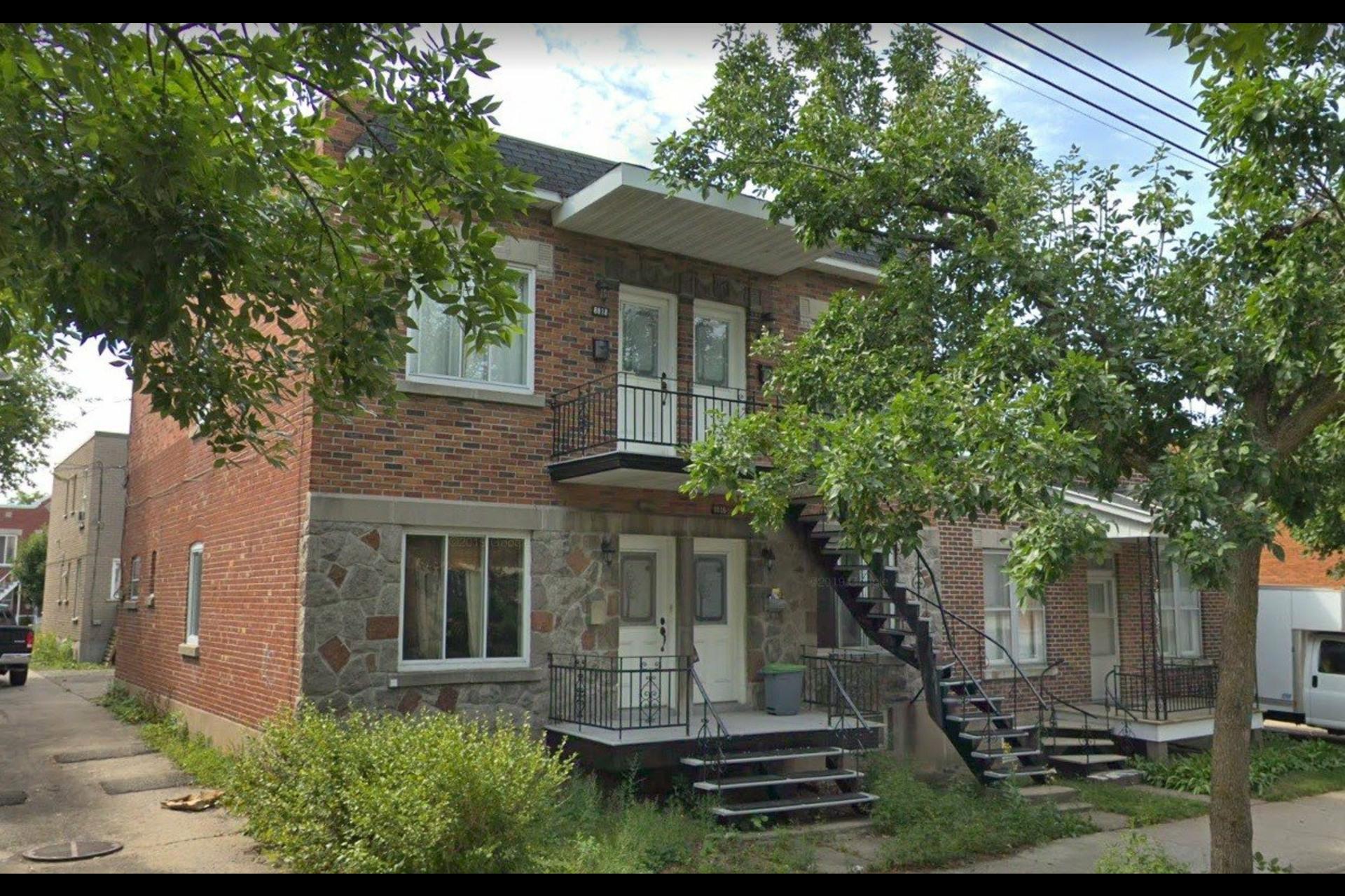 image 0 - Quadruplex À vendre Montréal Ahuntsic-Cartierville  - 3 pièces