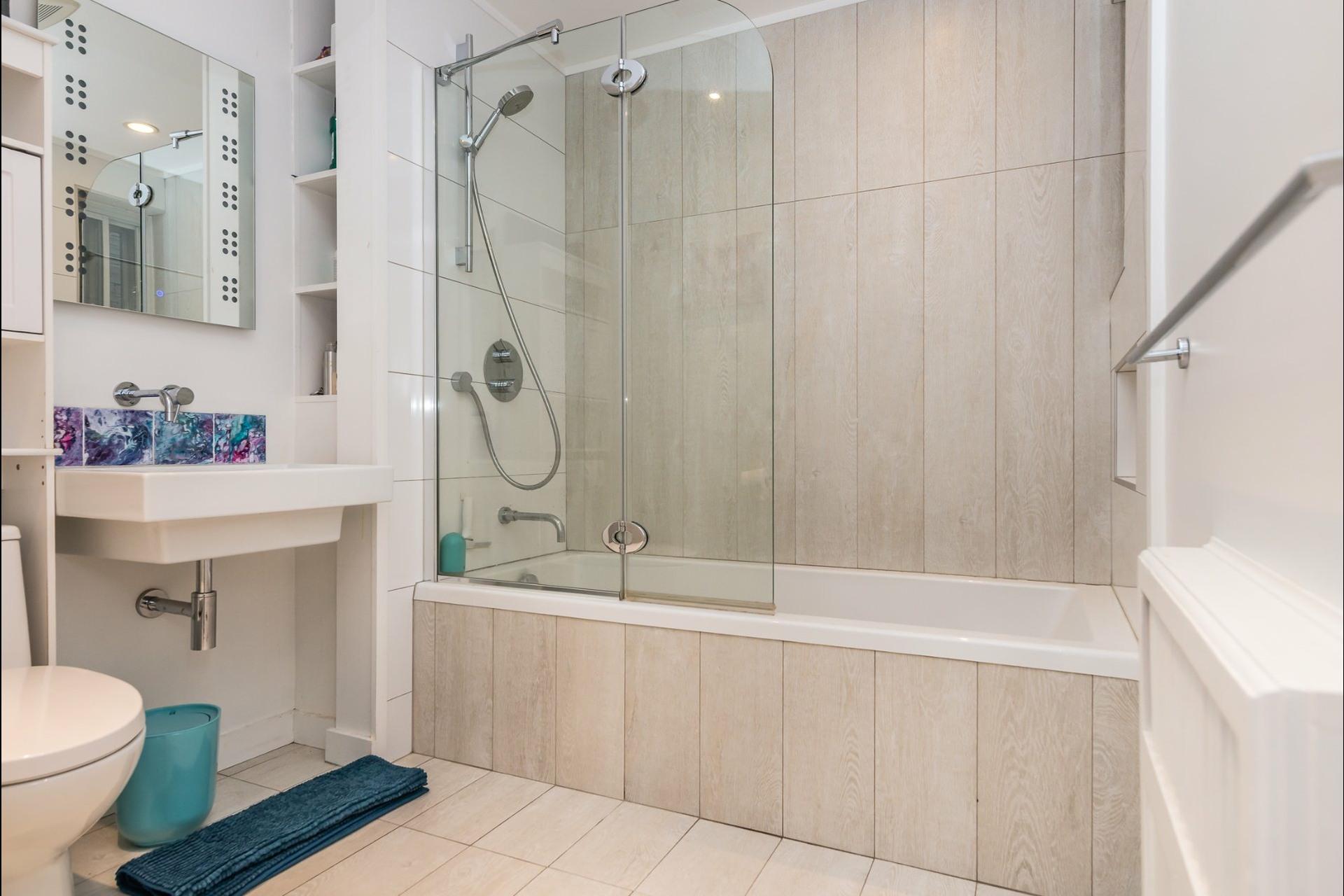 image 16 - Appartement À louer Montréal Côte-des-Neiges/Notre-Dame-de-Grâce  - 7 pièces