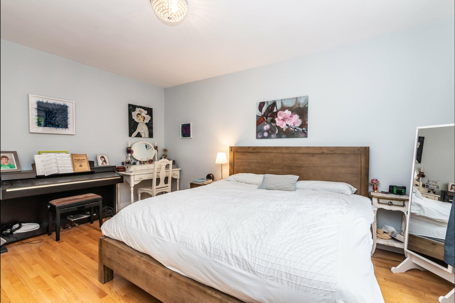 image 13 - Appartement À louer Montréal Côte-des-Neiges/Notre-Dame-de-Grâce  - 7 pièces