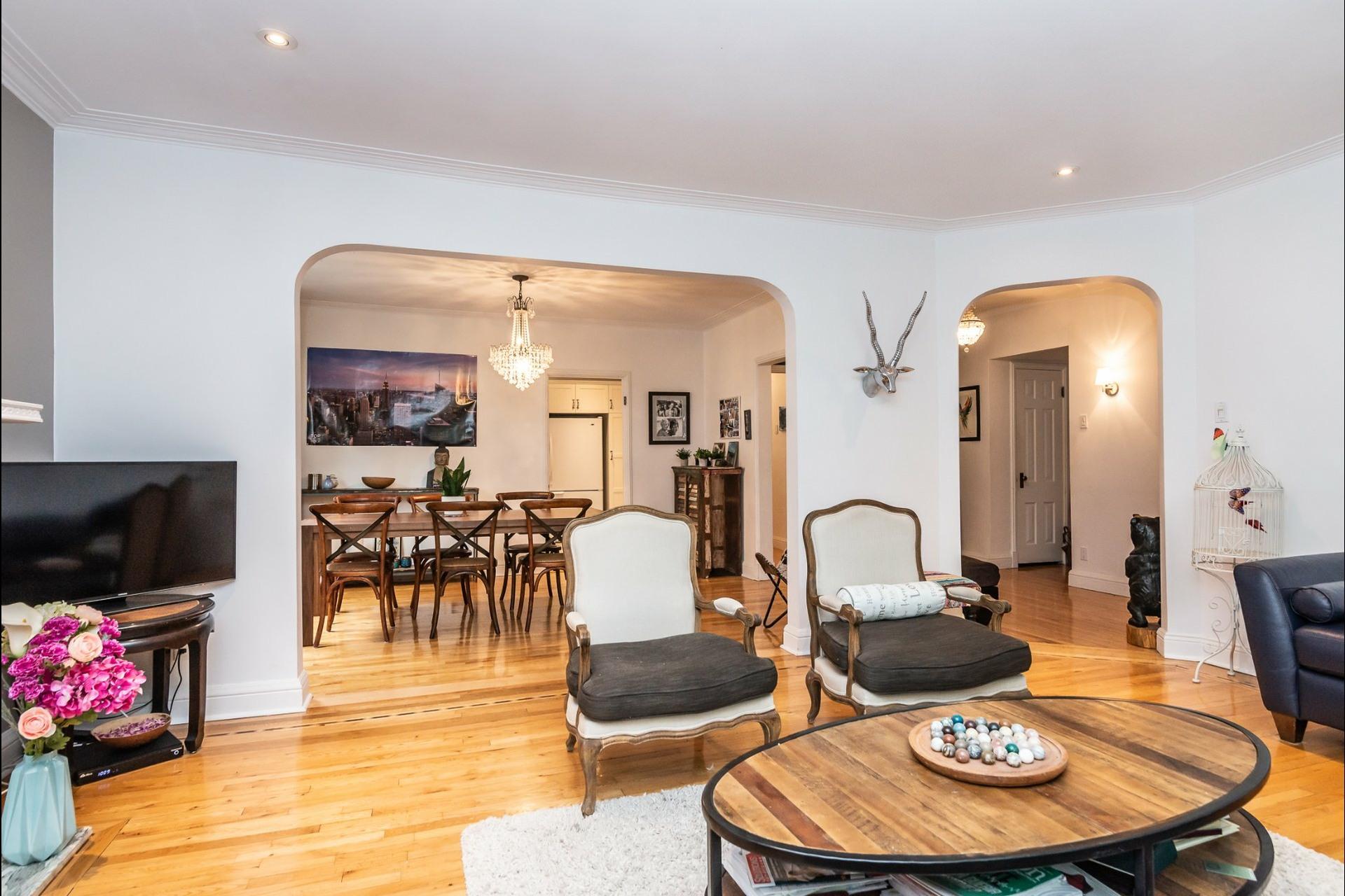 image 6 - Appartement À louer Montréal Côte-des-Neiges/Notre-Dame-de-Grâce  - 7 pièces
