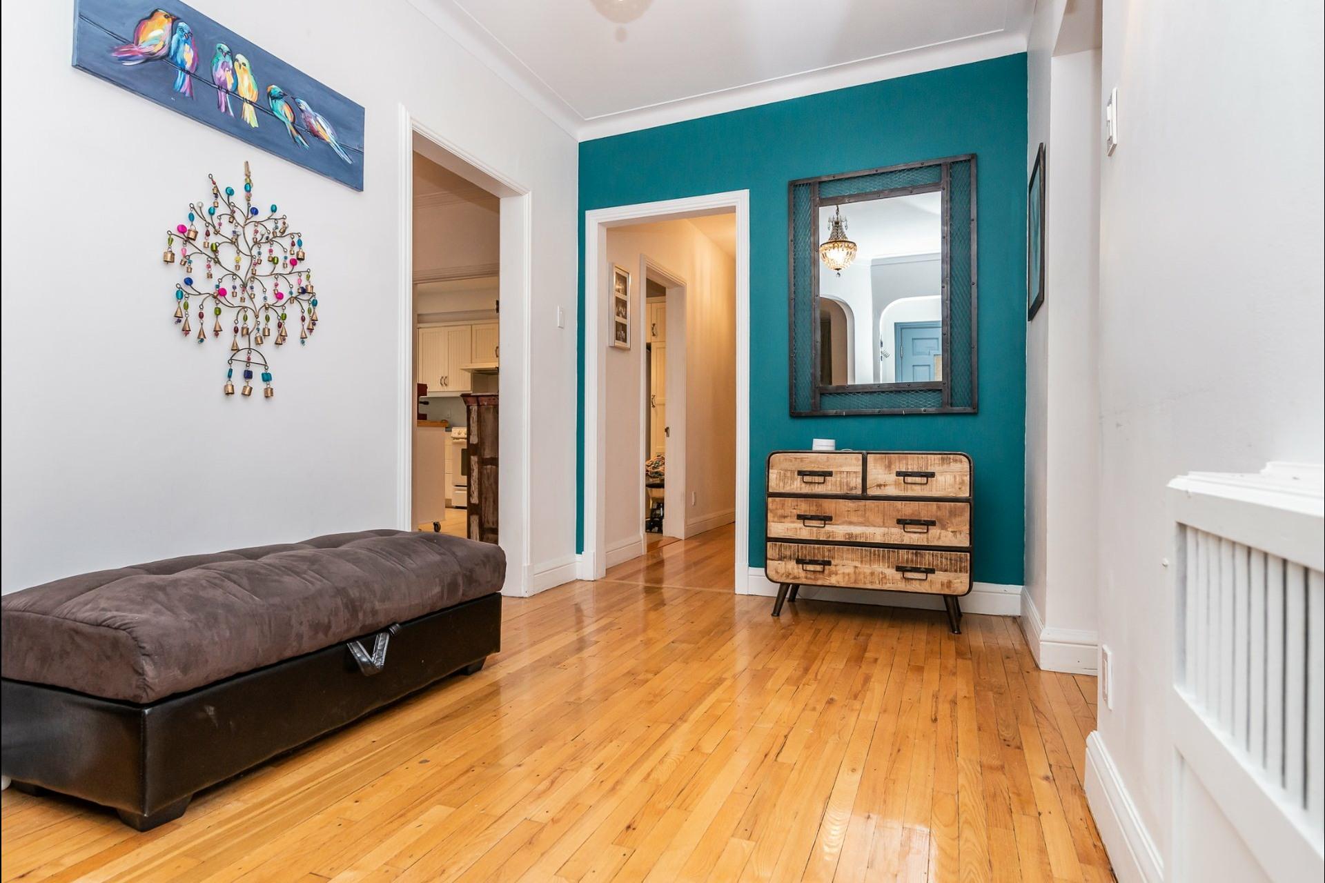 image 3 - Appartement À louer Montréal Côte-des-Neiges/Notre-Dame-de-Grâce  - 7 pièces