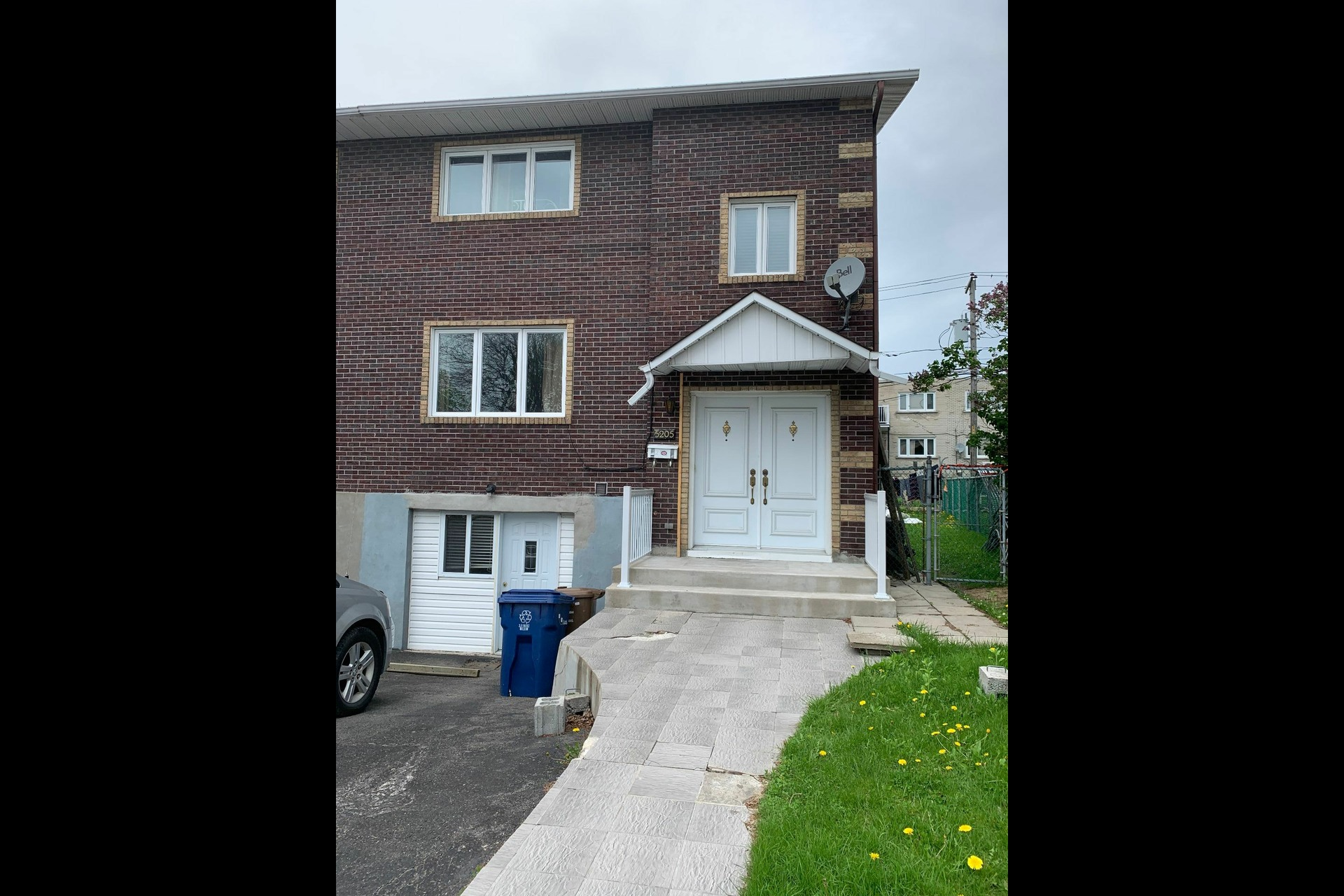 image 3 - House For sale Laval Chomedey  - 8 rooms