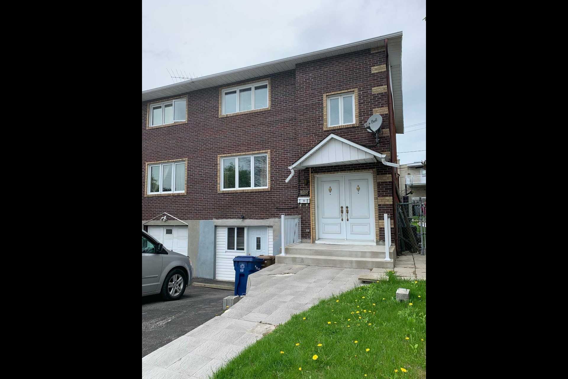 image 0 - House For sale Laval Chomedey  - 8 rooms
