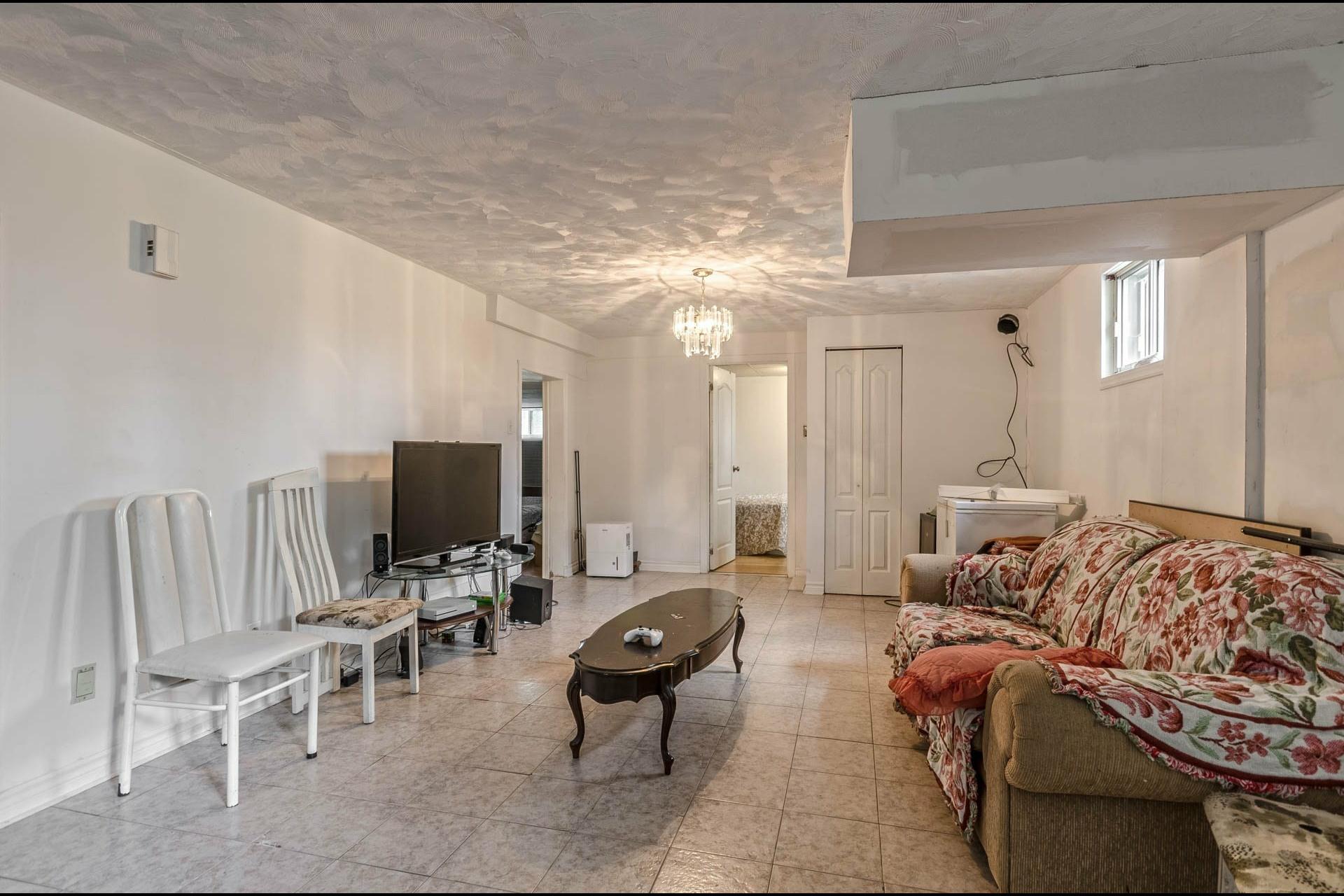 image 13 - Maison À vendre Laval Duvernay  - 11 pièces