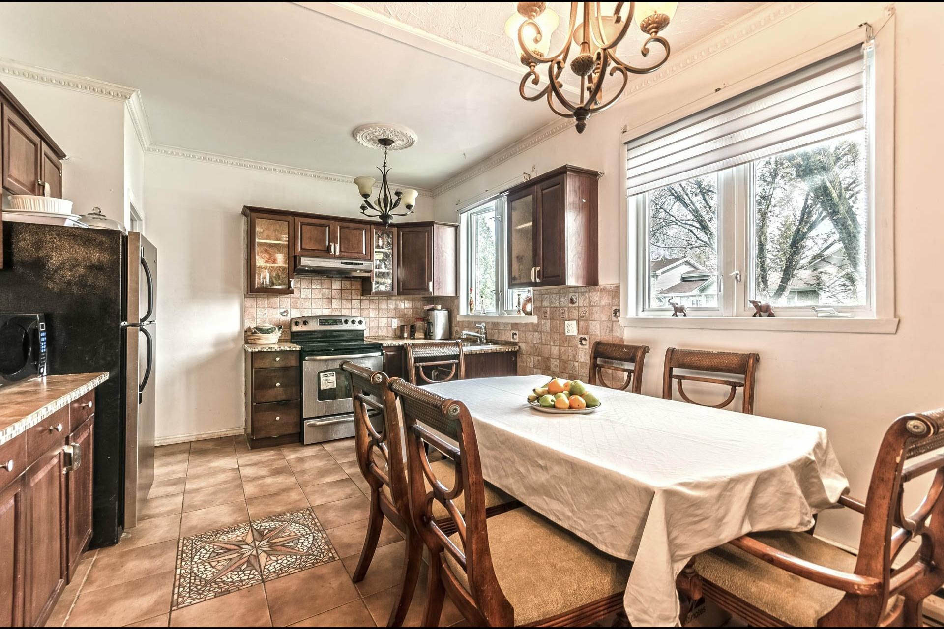 image 7 - Maison À vendre Laval Duvernay  - 11 pièces
