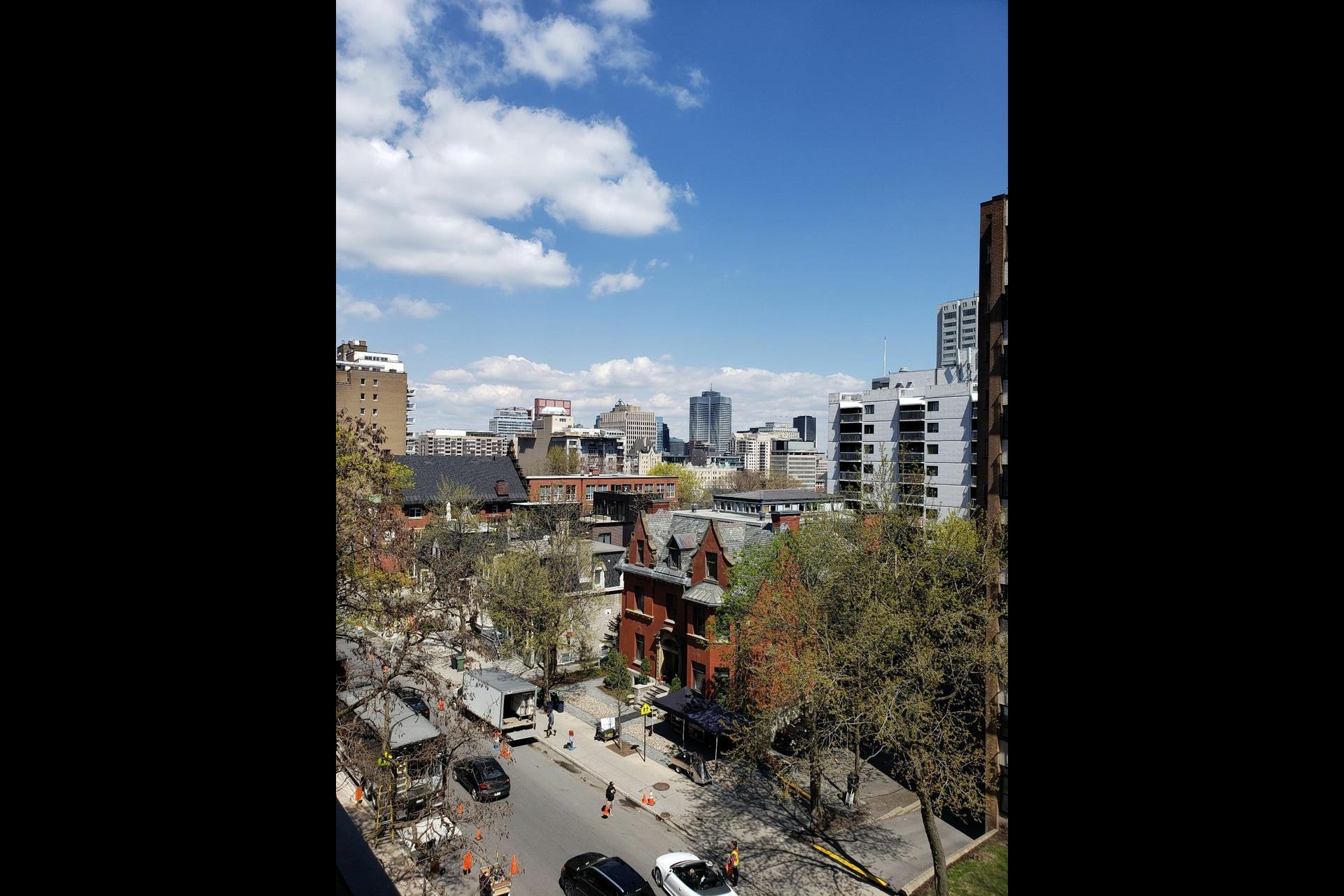 image 0 - Appartement À louer Montréal Ville-Marie  - 6 pièces