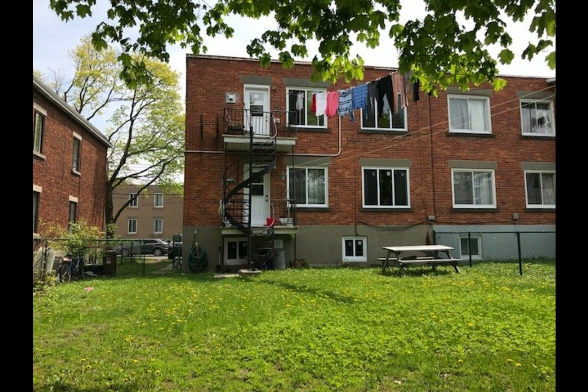 image 3 - Duplex À vendre Montréal Saint-Laurent  - 8 pièces