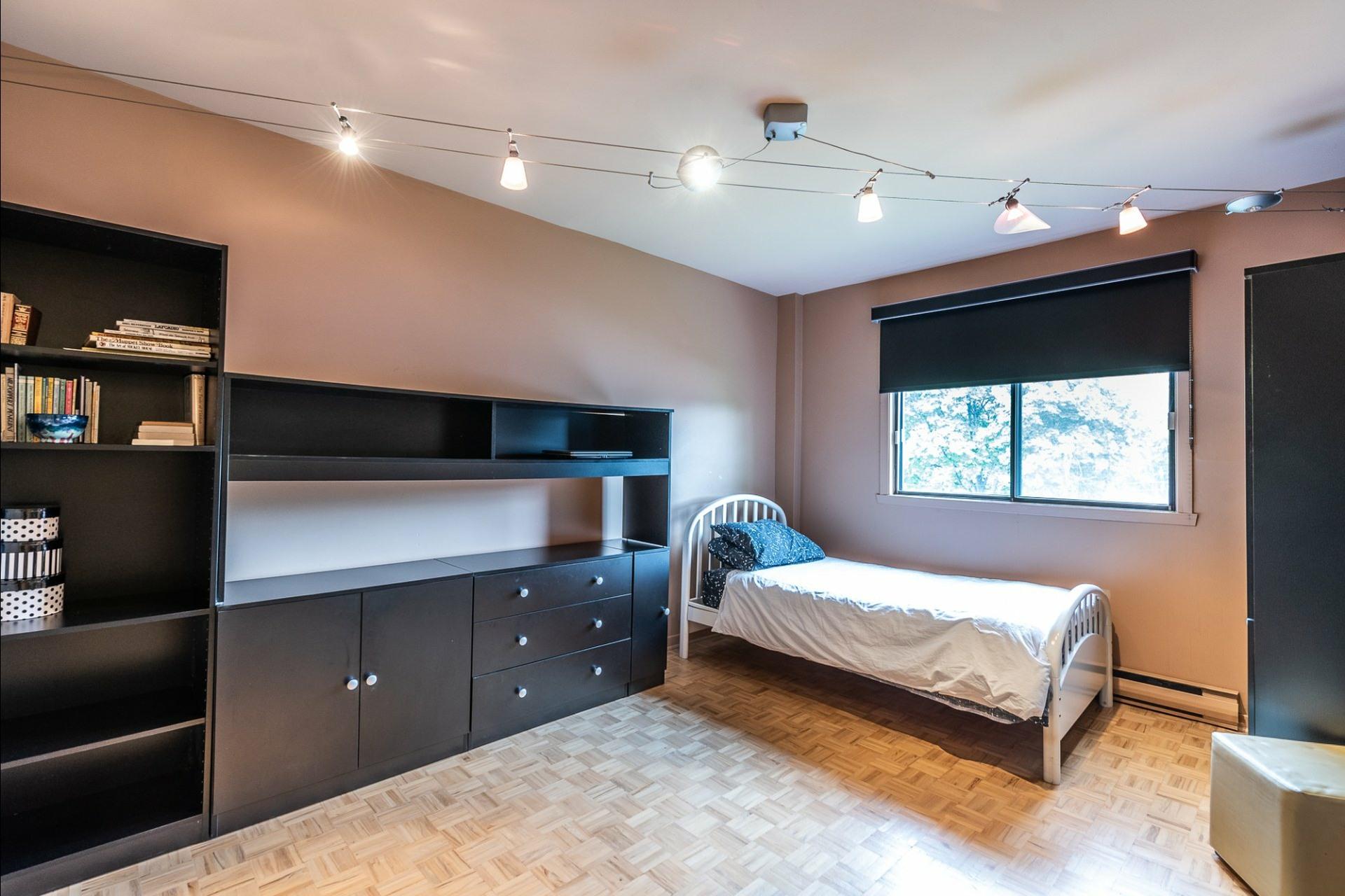 image 20 - Maison À vendre Montréal Saint-Laurent  - 15 pièces