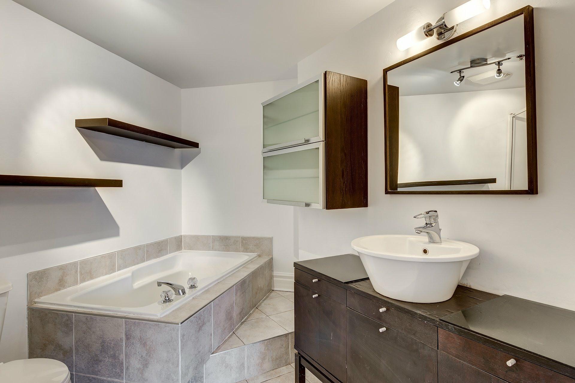 image 13 - Appartement À vendre Montréal Ville-Marie  - 4 pièces