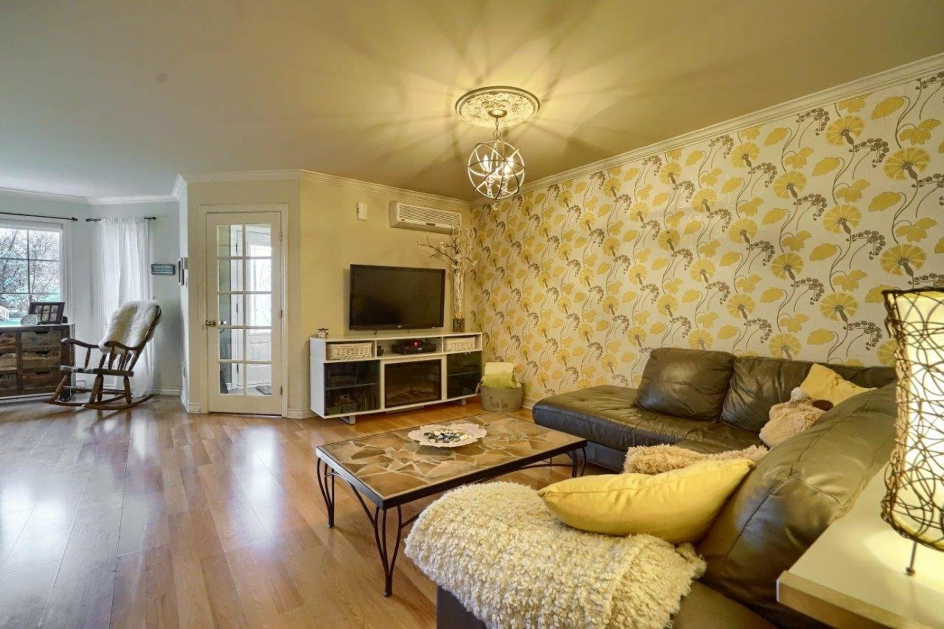 image 2 - Appartement À vendre Longueuil Le Vieux-Longueuil  - 6 pièces