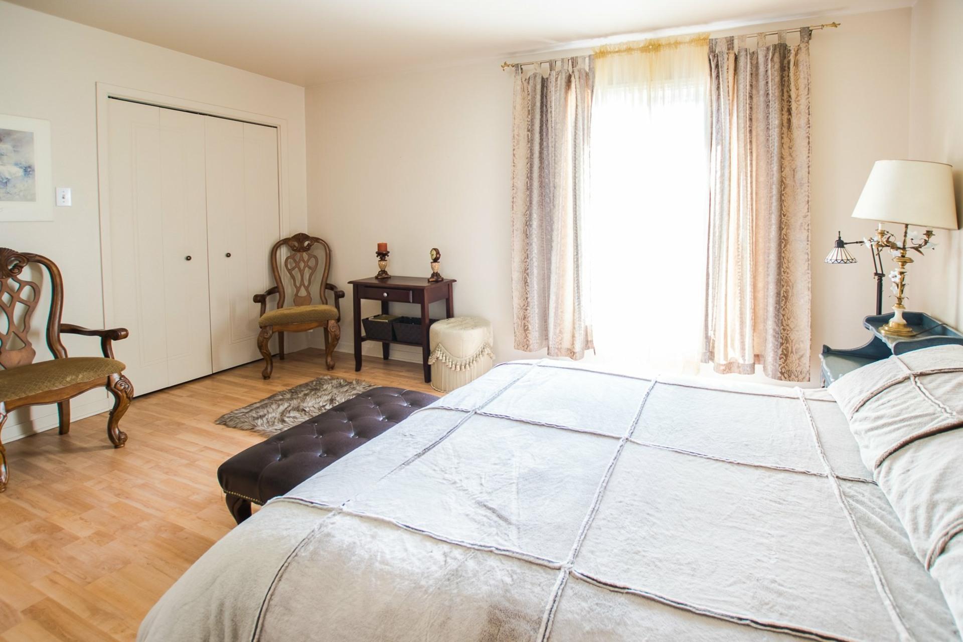image 10 - House For sale Mercier - 9 rooms