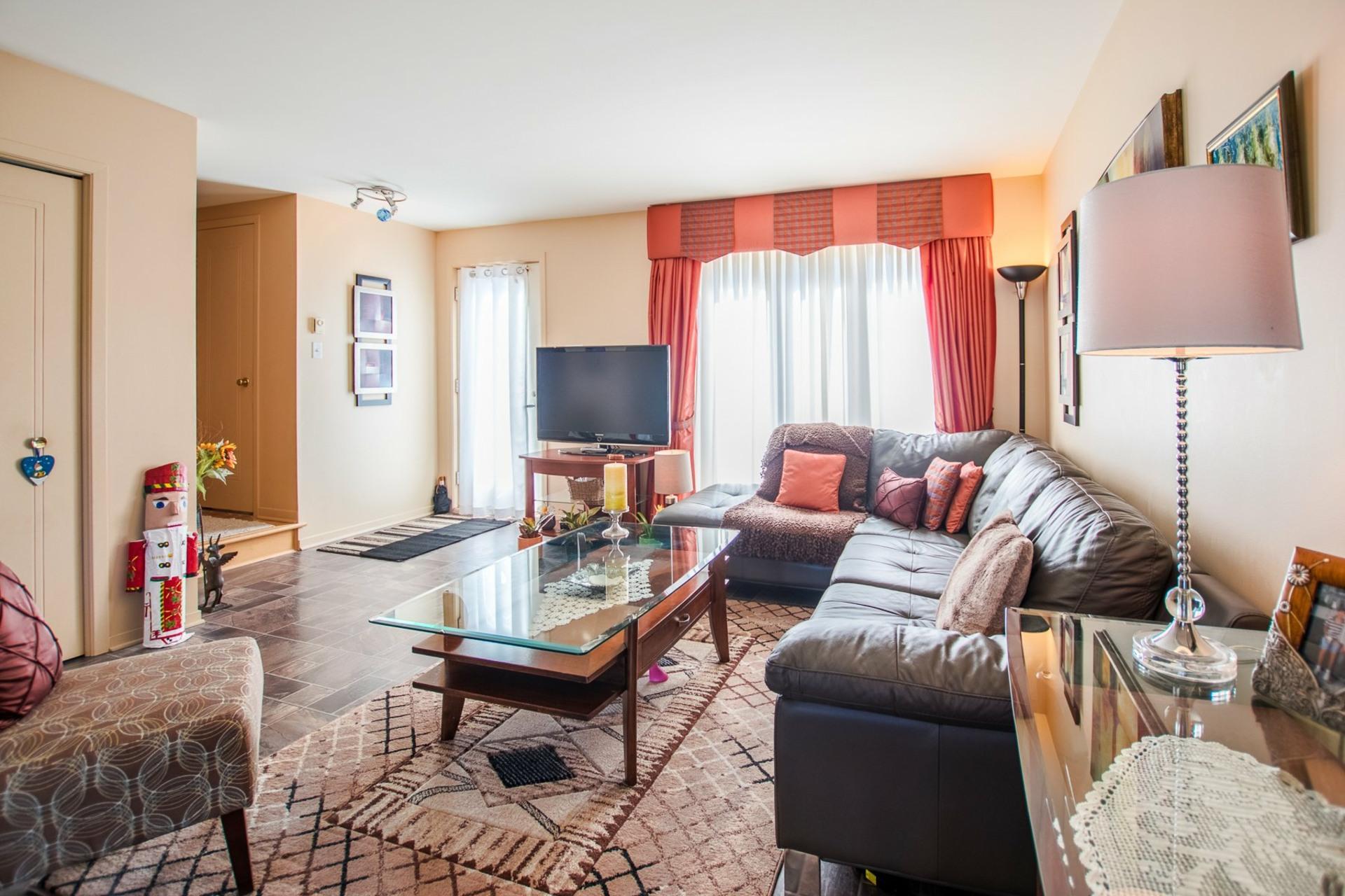 image 1 - House For sale Mercier - 9 rooms