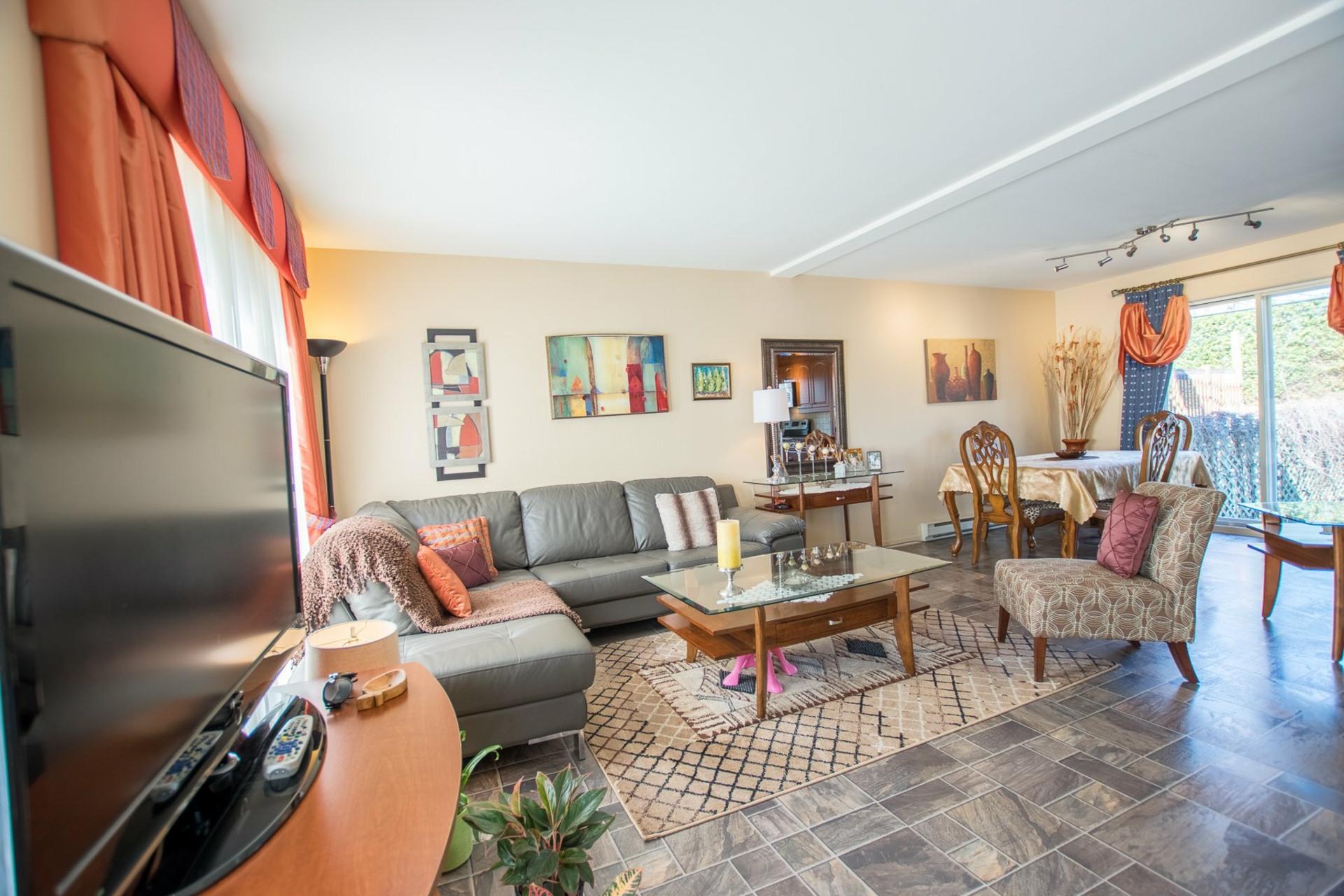 image 3 - House For sale Mercier - 9 rooms