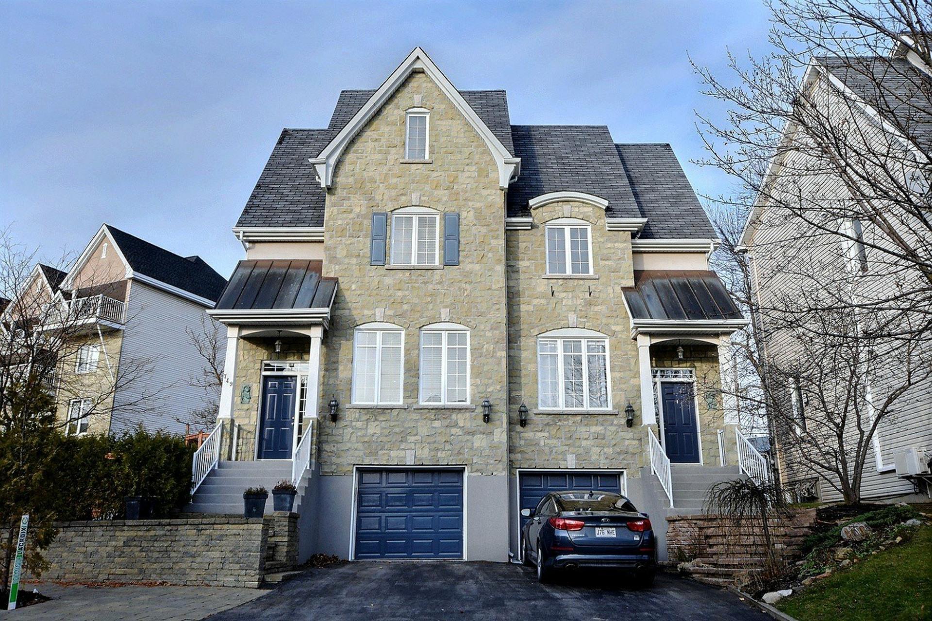 image 0 - Maison À vendre Laval Sainte-Dorothée  - 7 pièces
