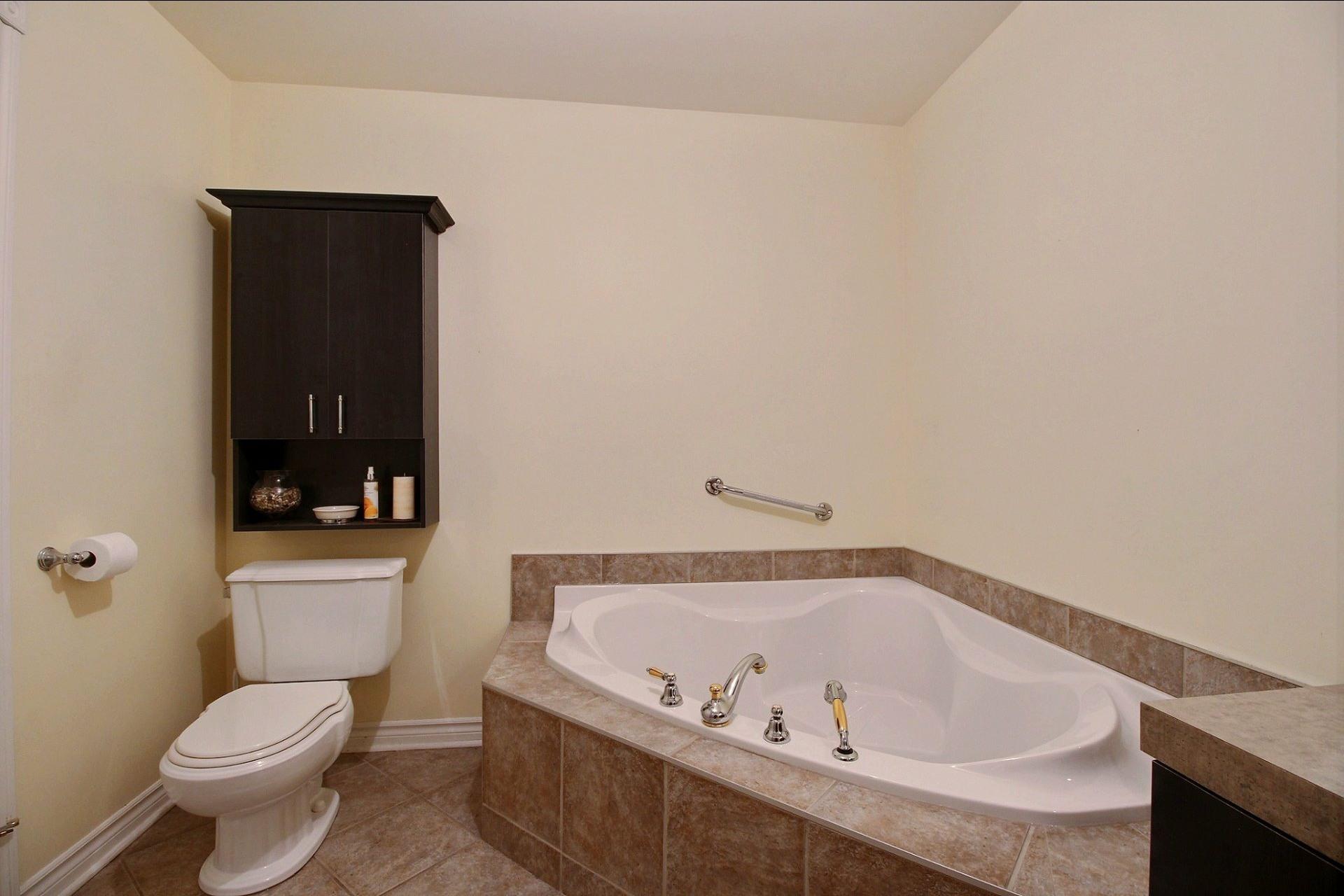 image 12 - Appartement À vendre Notre-Dame-des-Prairies - 10 pièces