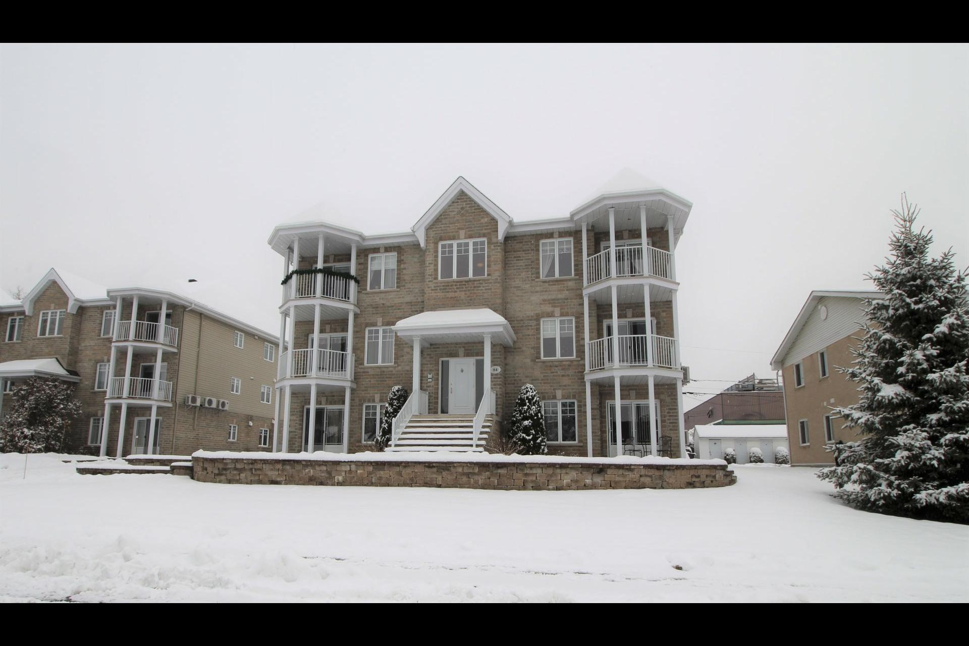 image 0 - Appartement À vendre Notre-Dame-des-Prairies - 10 pièces