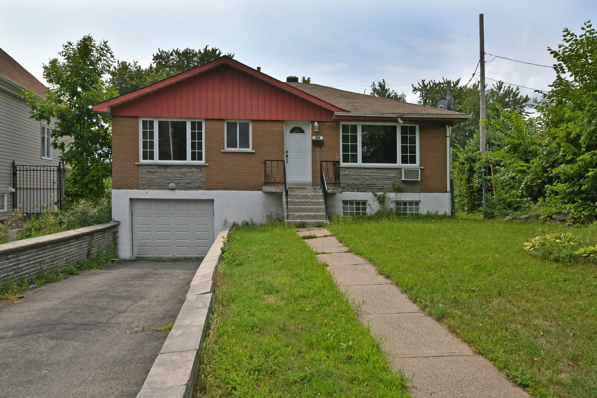 image 0 - House For sale Laval Chomedey  - 7 rooms