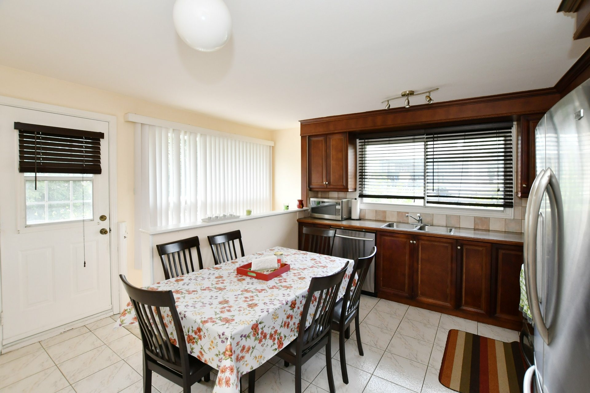 image 2 - House For sale Laval Chomedey  - 7 rooms
