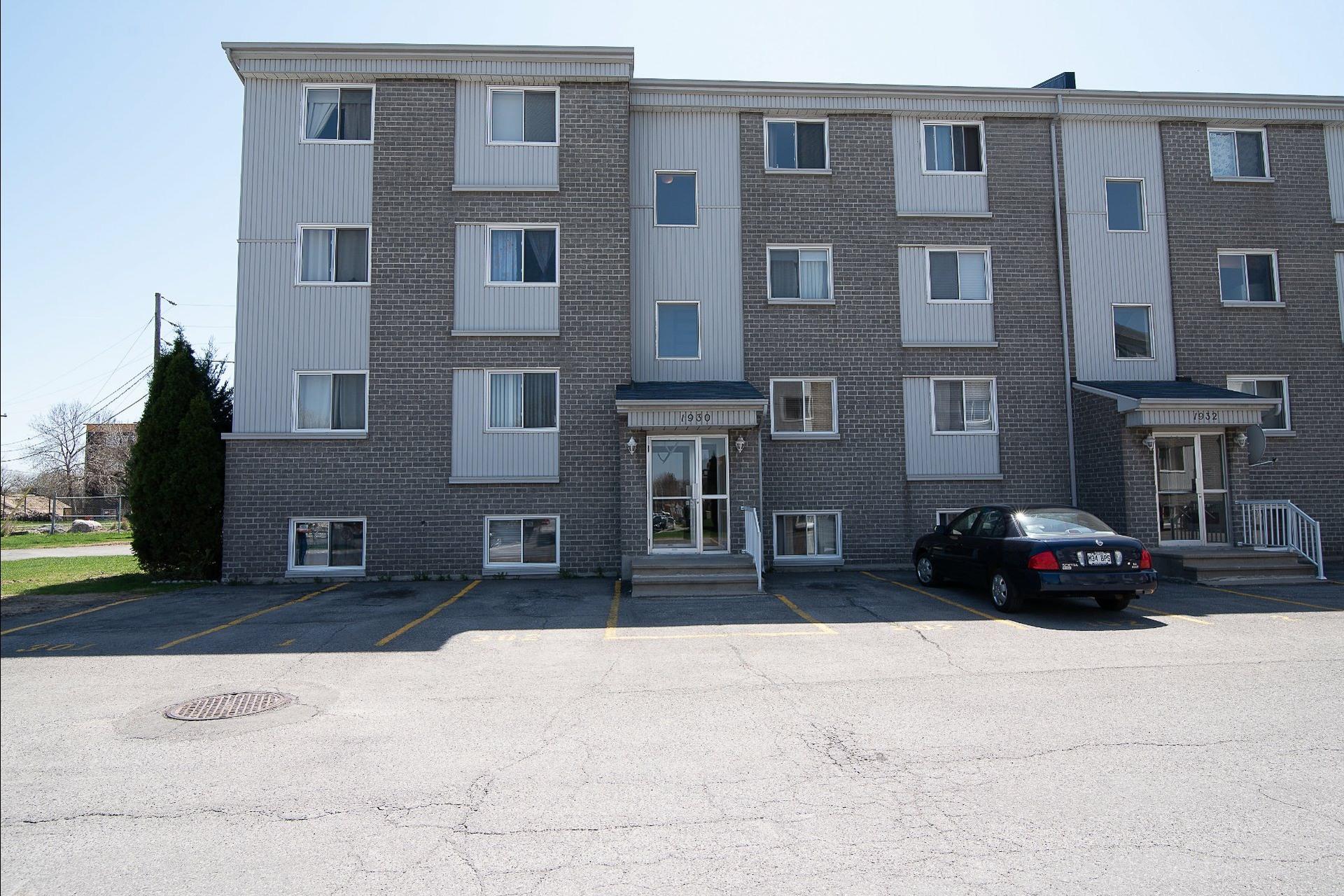 image 0 - Appartement À vendre Laval Chomedey  - 7 pièces