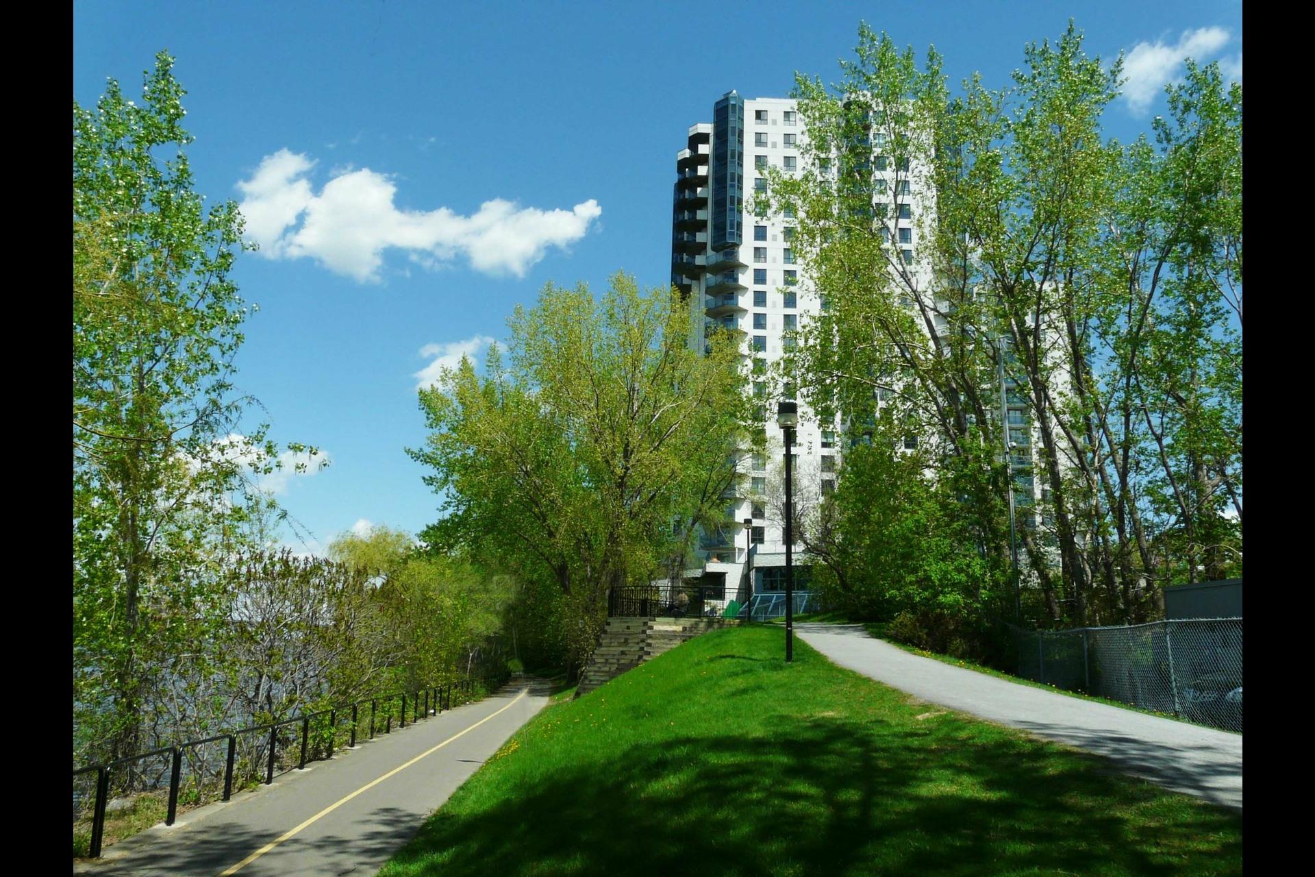 image 16 - Appartement À vendre Montréal Montréal-Nord  - 6 pièces