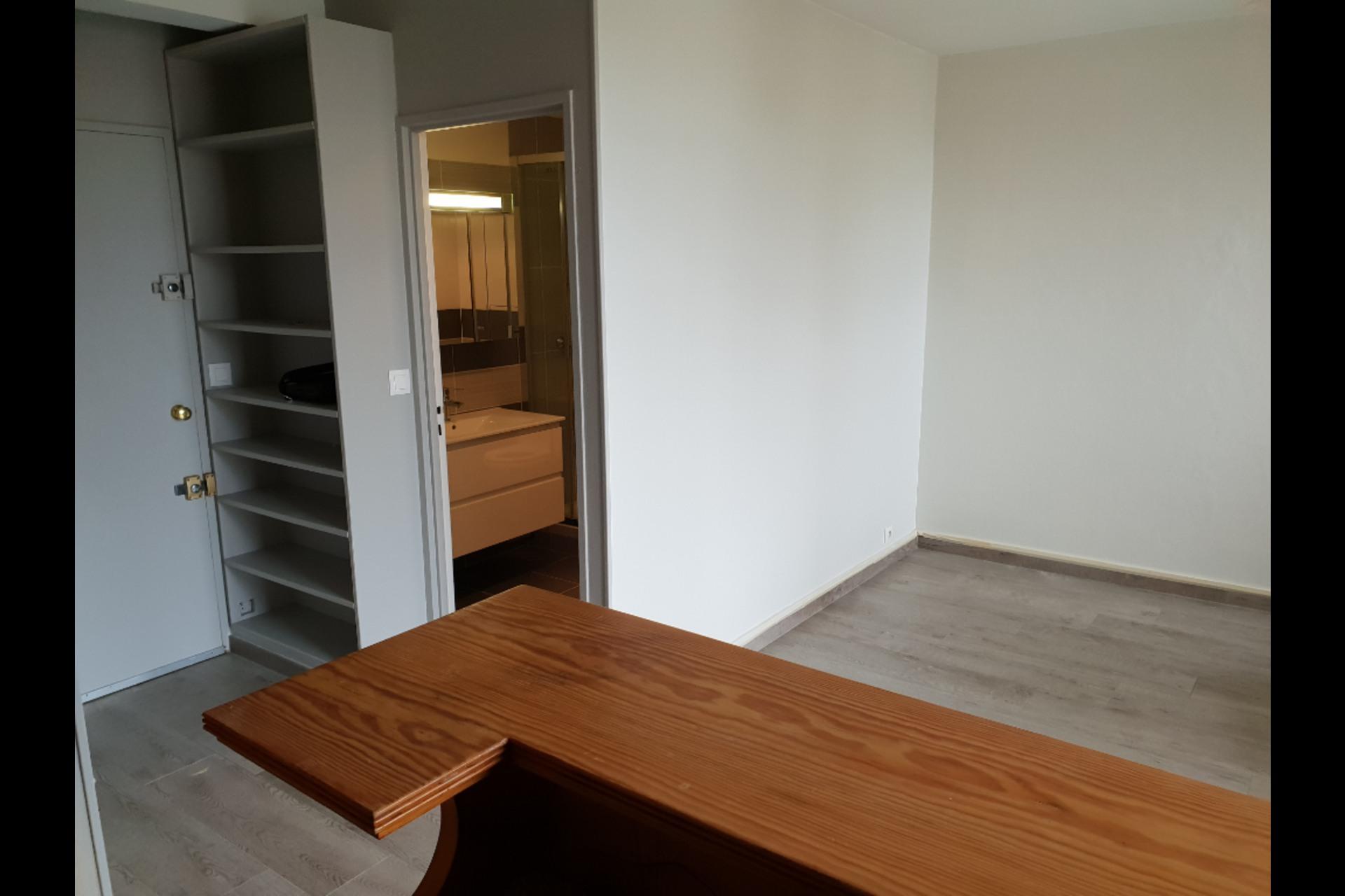 image 3 - Apartment For rent saint germain en laye - 1 room