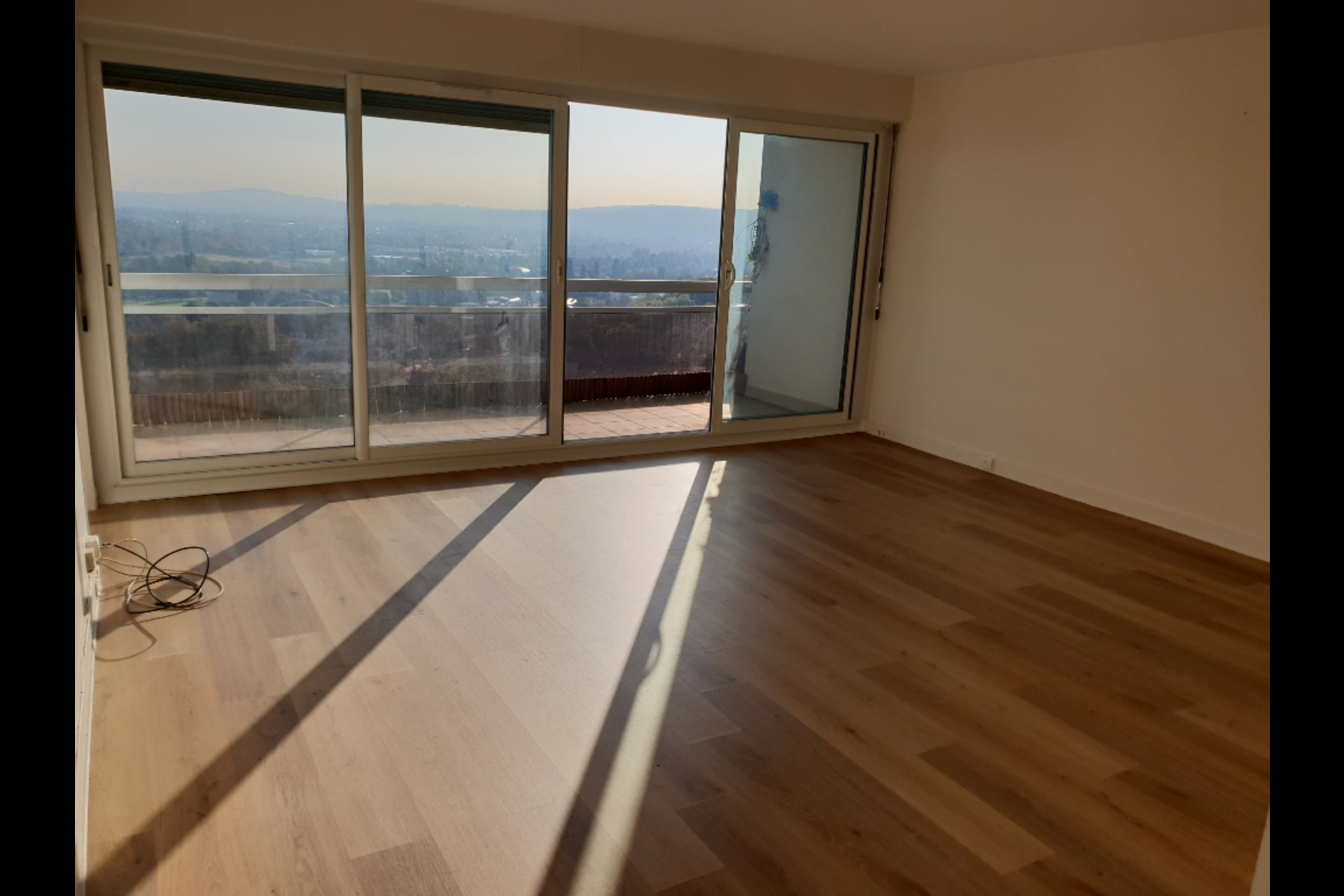 image 2 - Apartment For sale marly le roi - 5 rooms