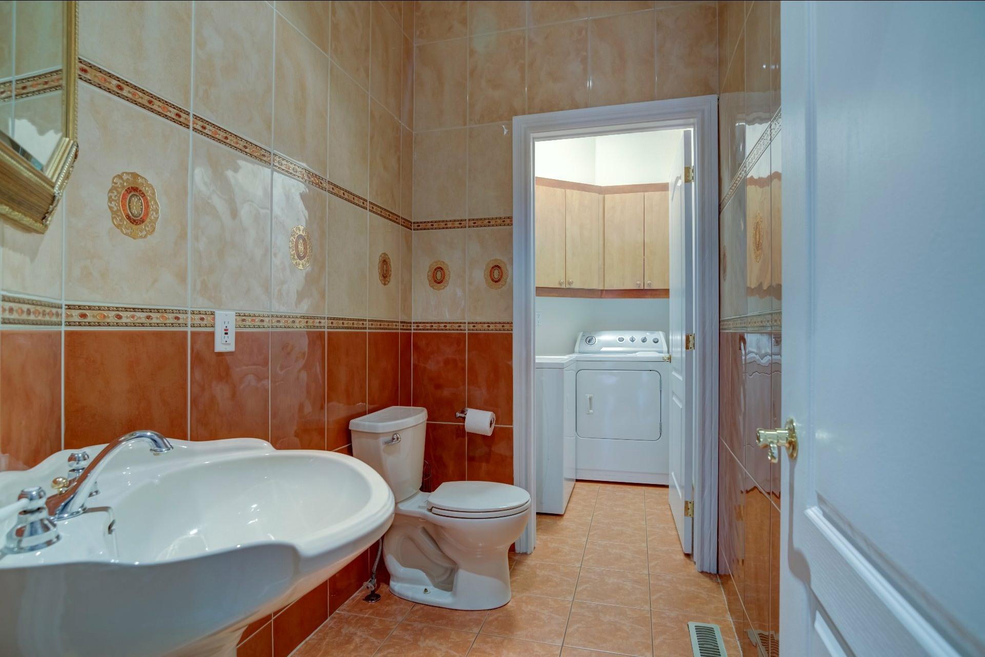 image 21 - Maison À vendre Duvernay Laval  - 13 pièces