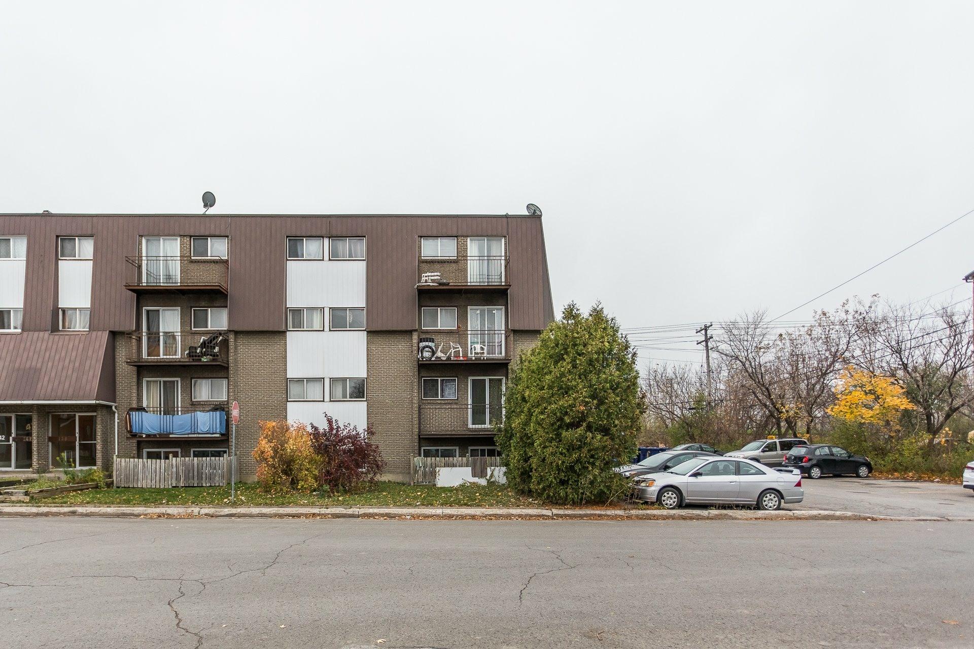 image 0 - Immeuble à revenus À vendre Pont-Viau Laval  - 1 pièce